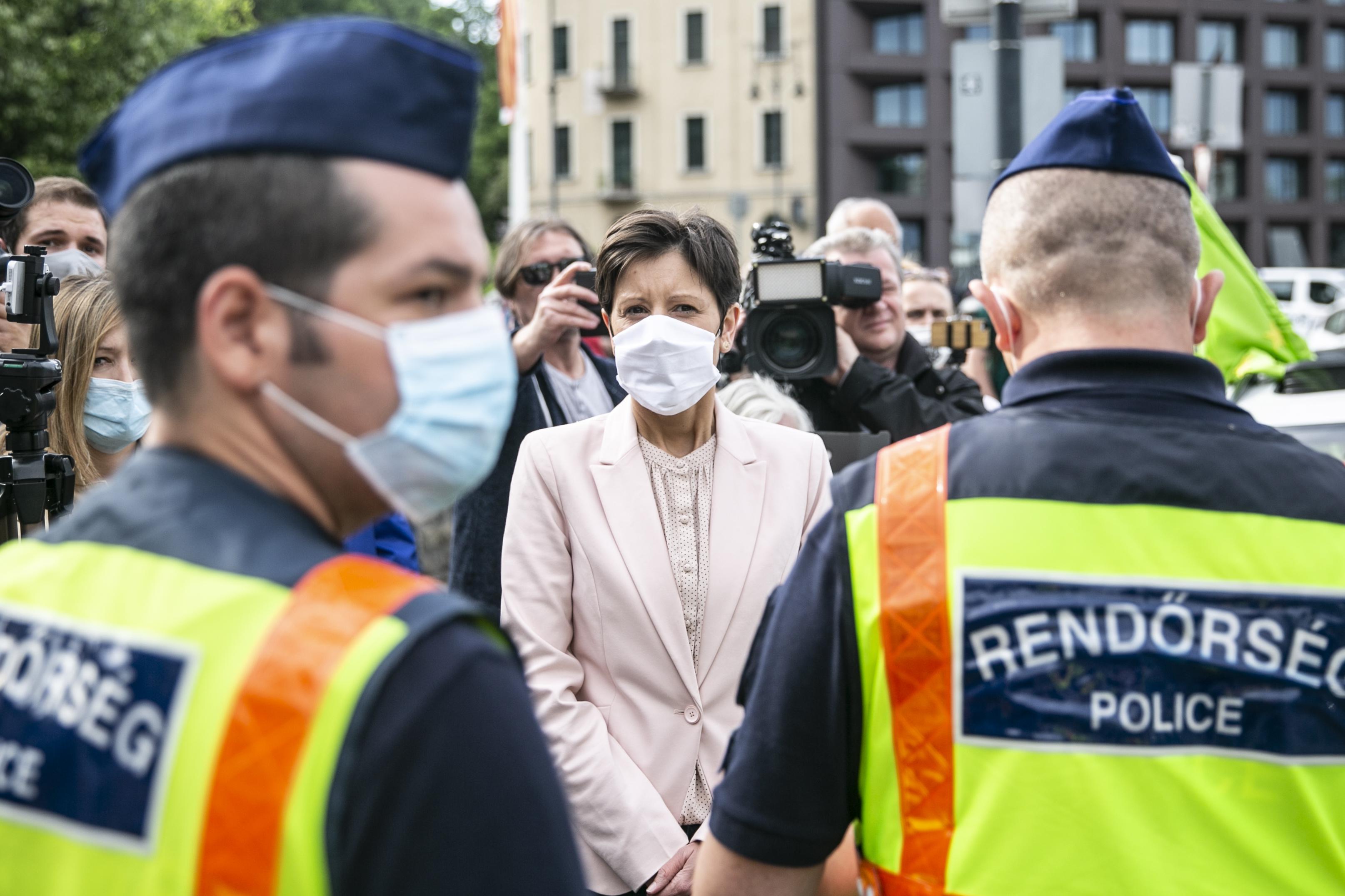 Szél Bernadett pert indított a Külügyminisztérium ellen a Belgrád-Budapest vasút miatt