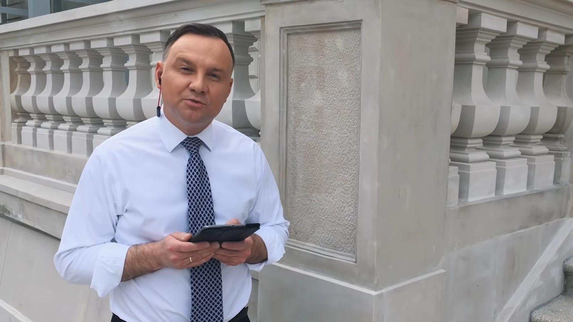 A koronavírus elleni küzdelemről rappel Andrzej Duda, Lengyelország köztársasági elnöke
