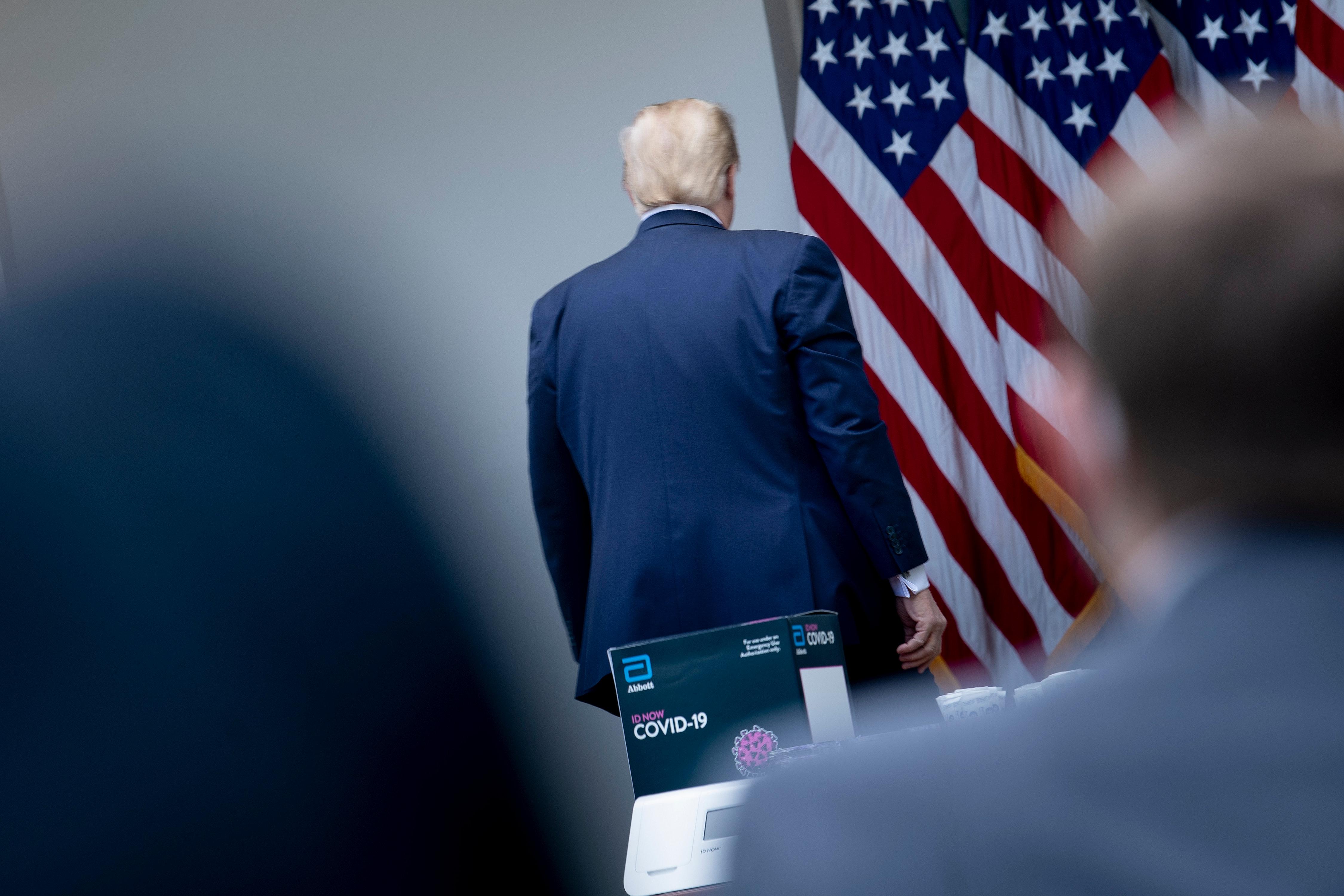 Trump berágott a Twitterre, úgyhogy rendeletet hozott a közösségi oldalak ellen