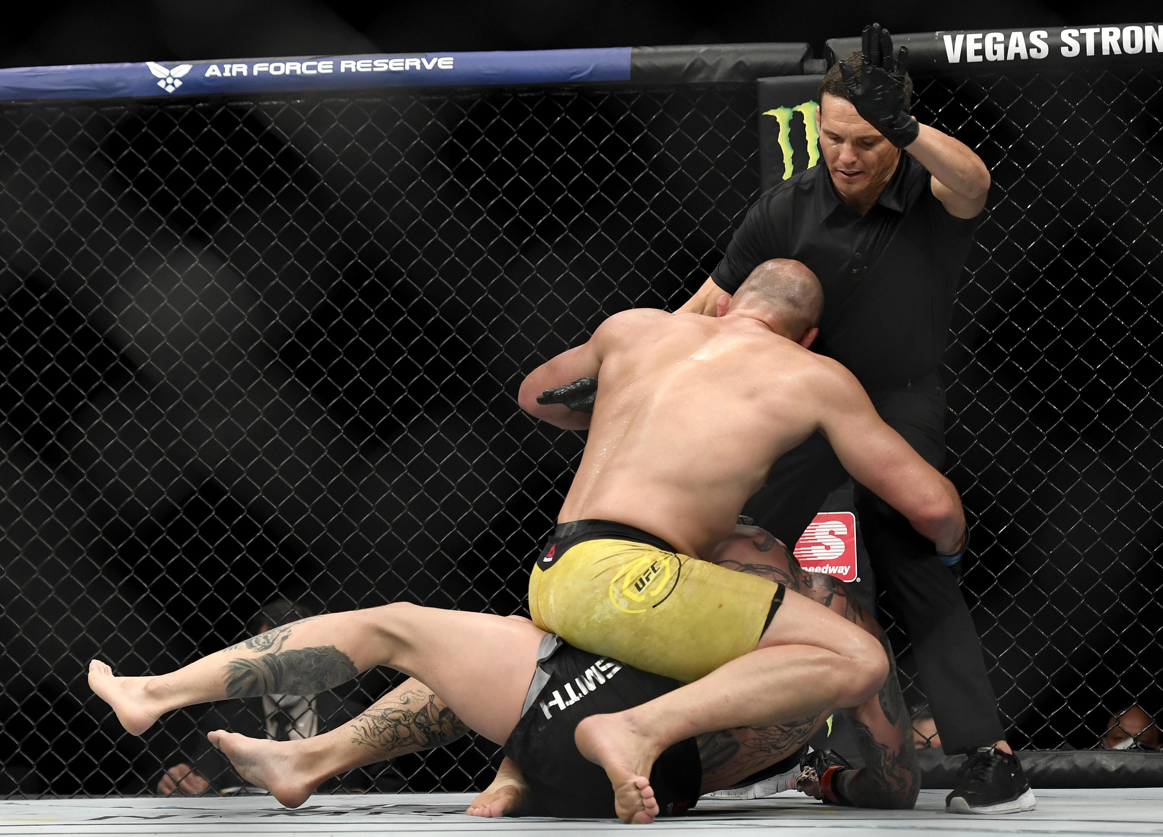Meccs közben kért bocsánatot az ellenfelétől a püfölésért a brazil MMA-s
