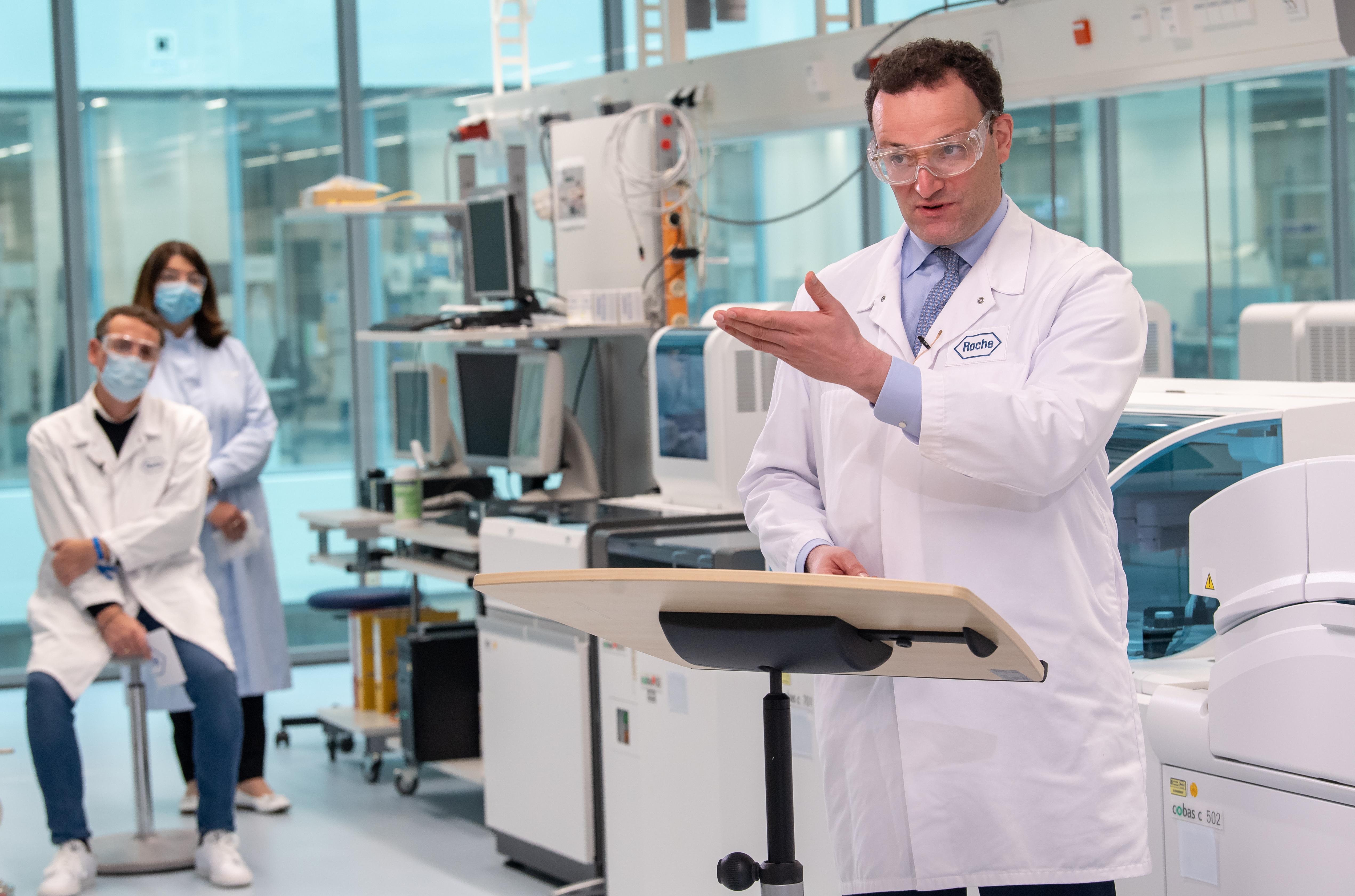 A német egészségügyi miniszter immunigazolványt vezetne be