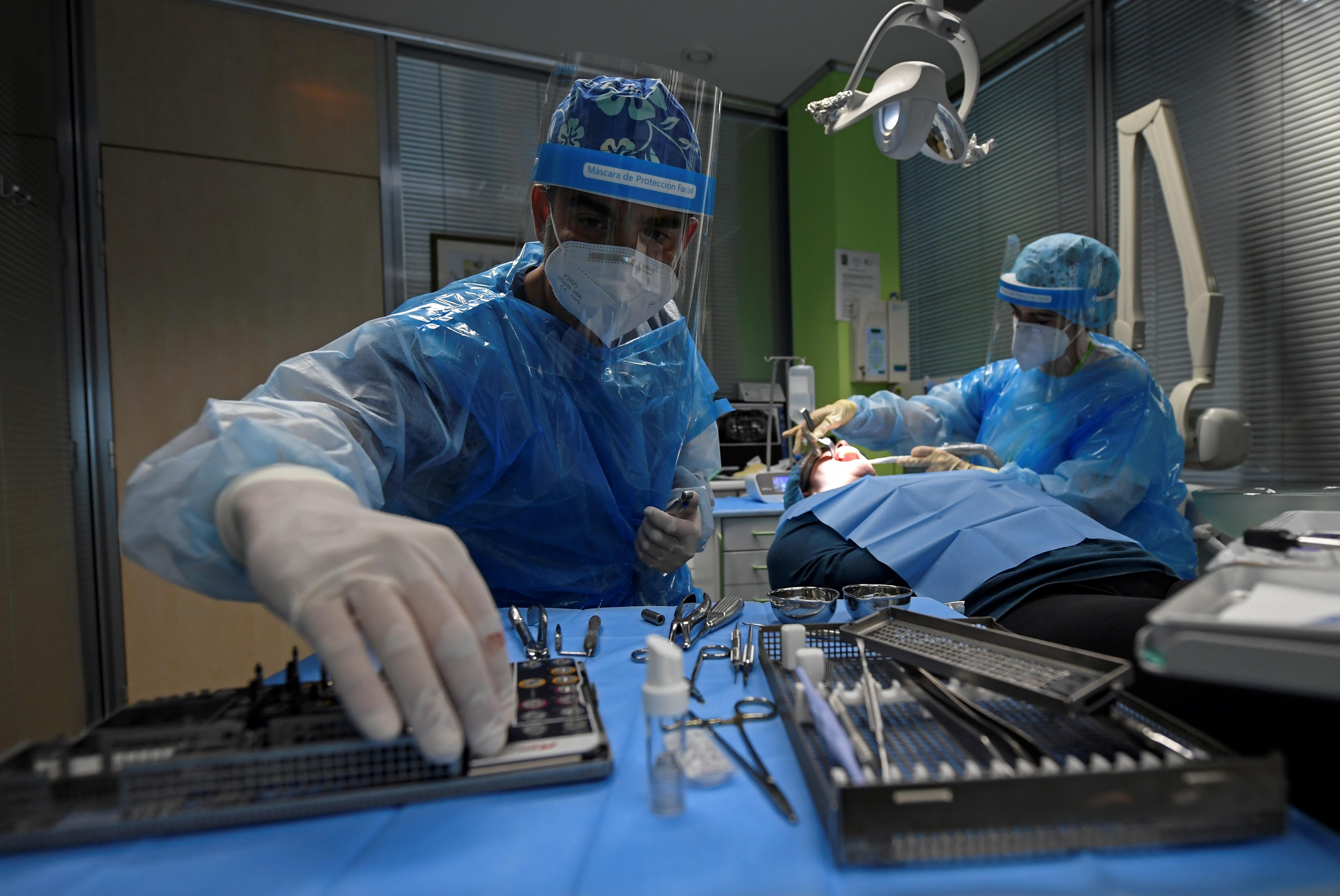 28 millió műtét halasztódhat vagy maradhat el világszerte a járvány miatt