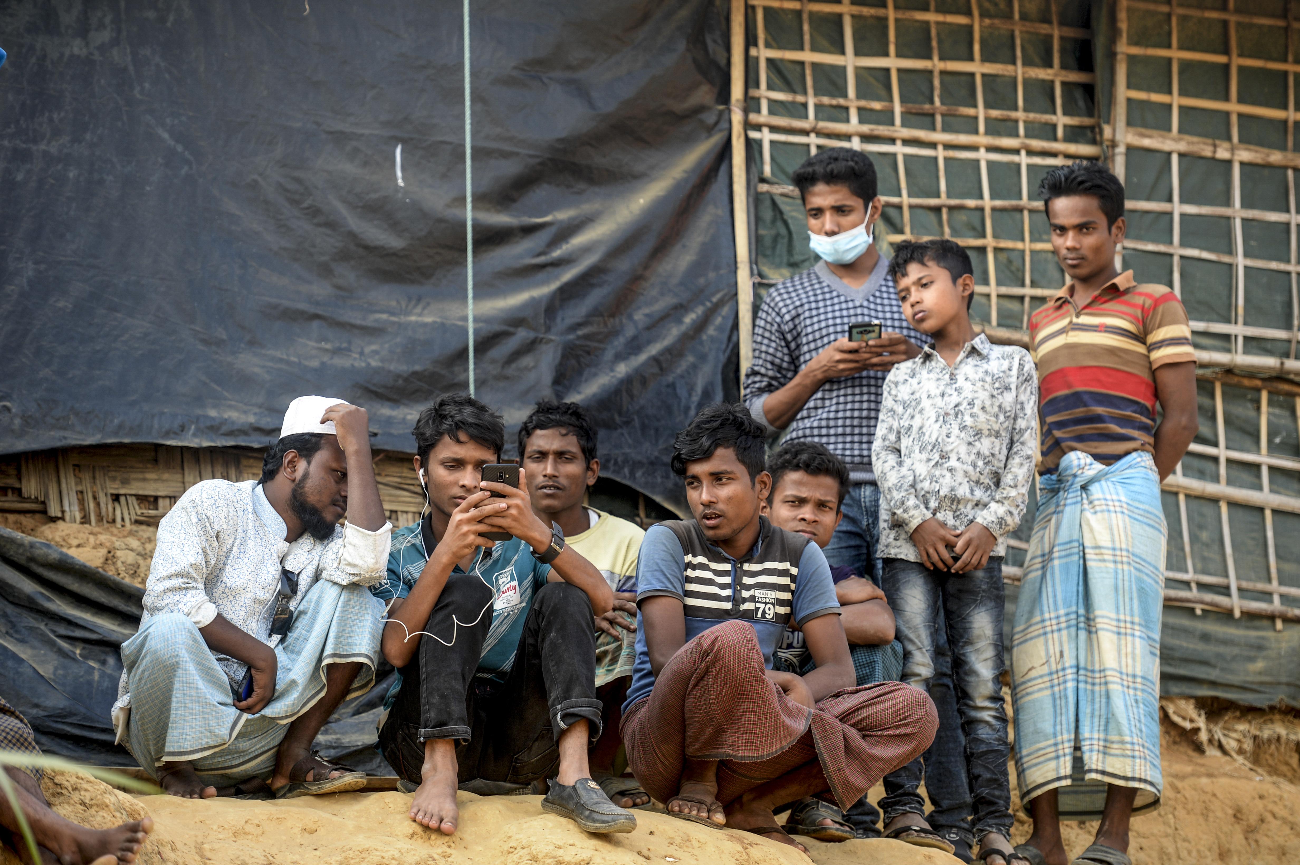 A rohingyák zsúfolt menekülttáboraiba is betört a járvány