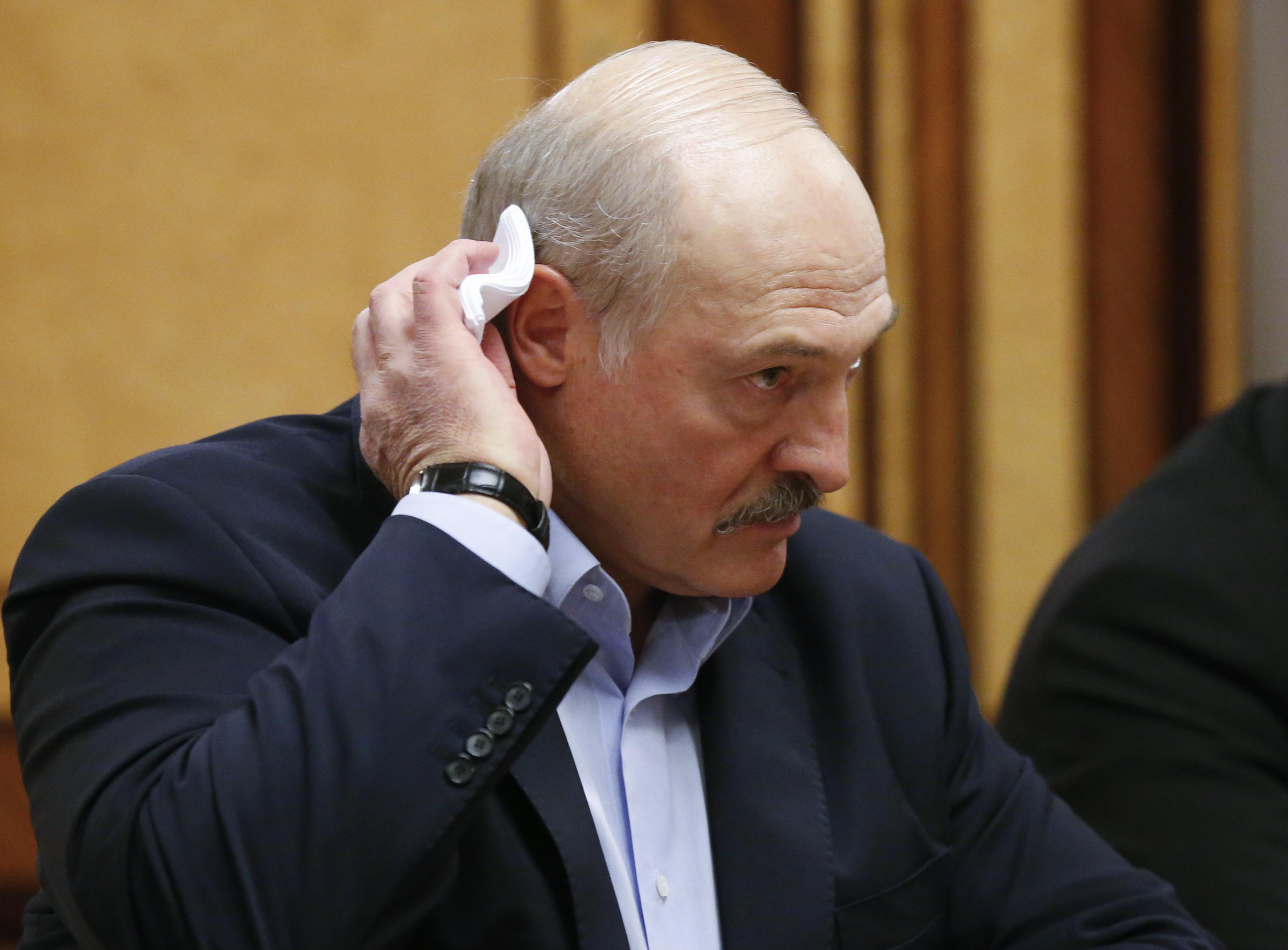 Fehéroroszországban az elnök vodkával és szalonnával akart védekezni, most majdnem 28 ezer fertőzöttjük van