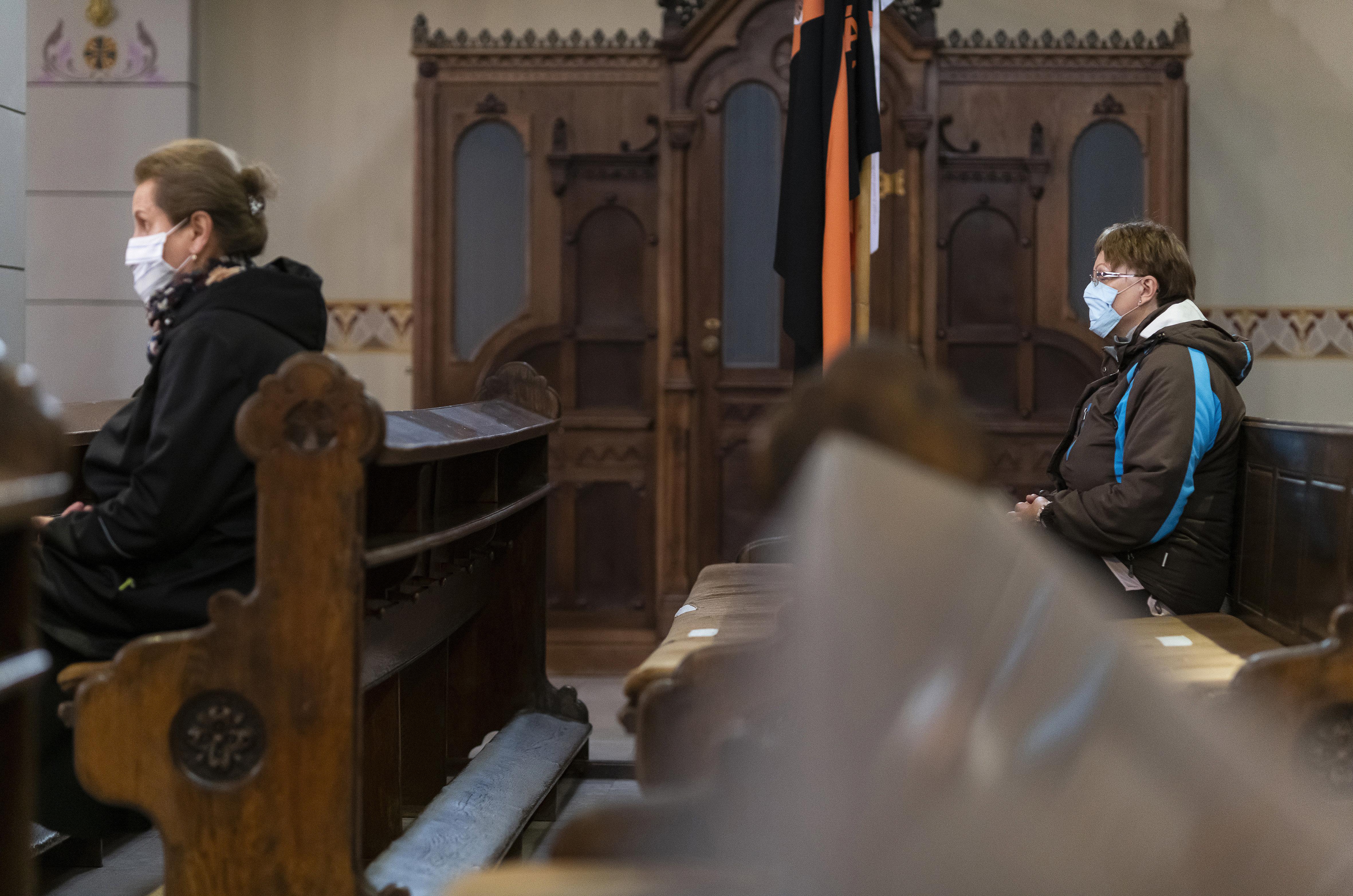 Holnaptól Budapesten is tartanak miséket, az időseknek sem kell otthon maradniuk
