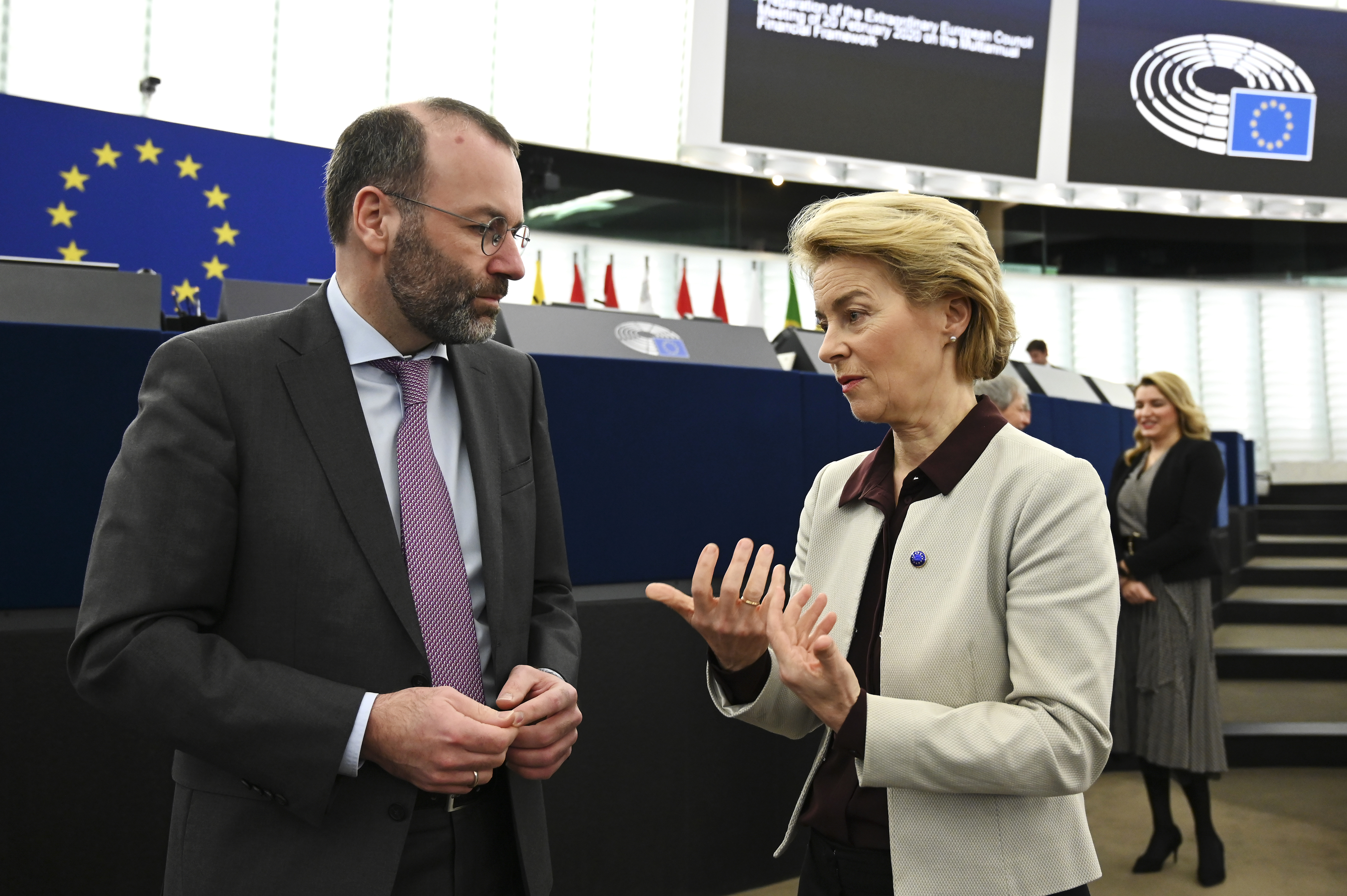 Az Európai Parlament továbbra is az EU-s pénzek jogállami garanciákhoz kötését javasolja