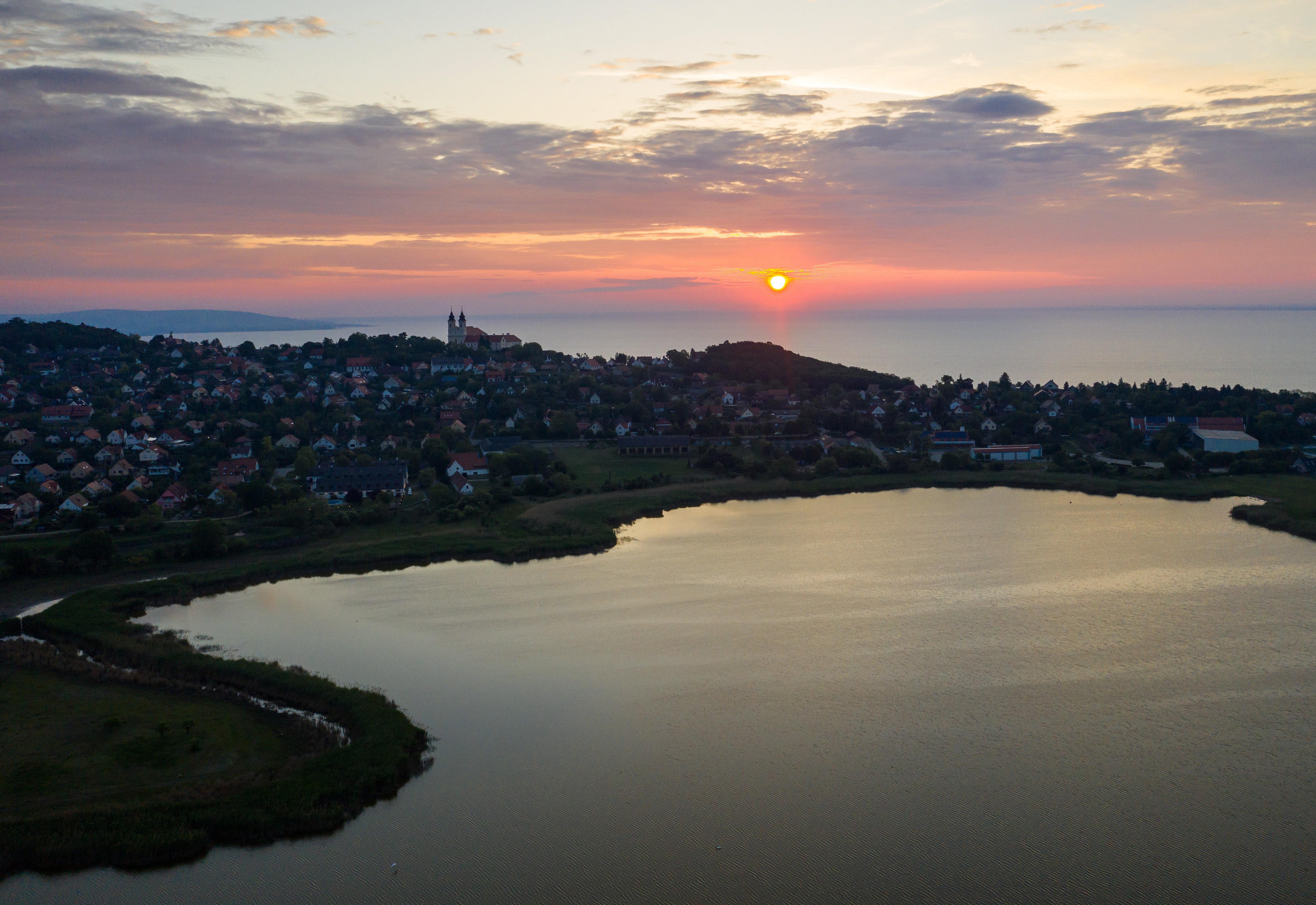 2,5 milliárd forintot ad Tihanynak a Magyar Turisztikai Ügynökség