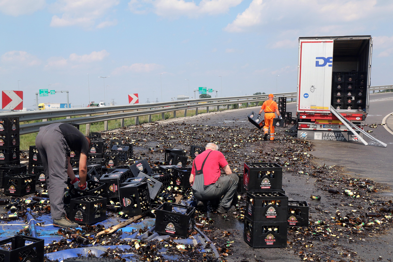 Nagyon sok üveg sör folyt szét Miskolc határában