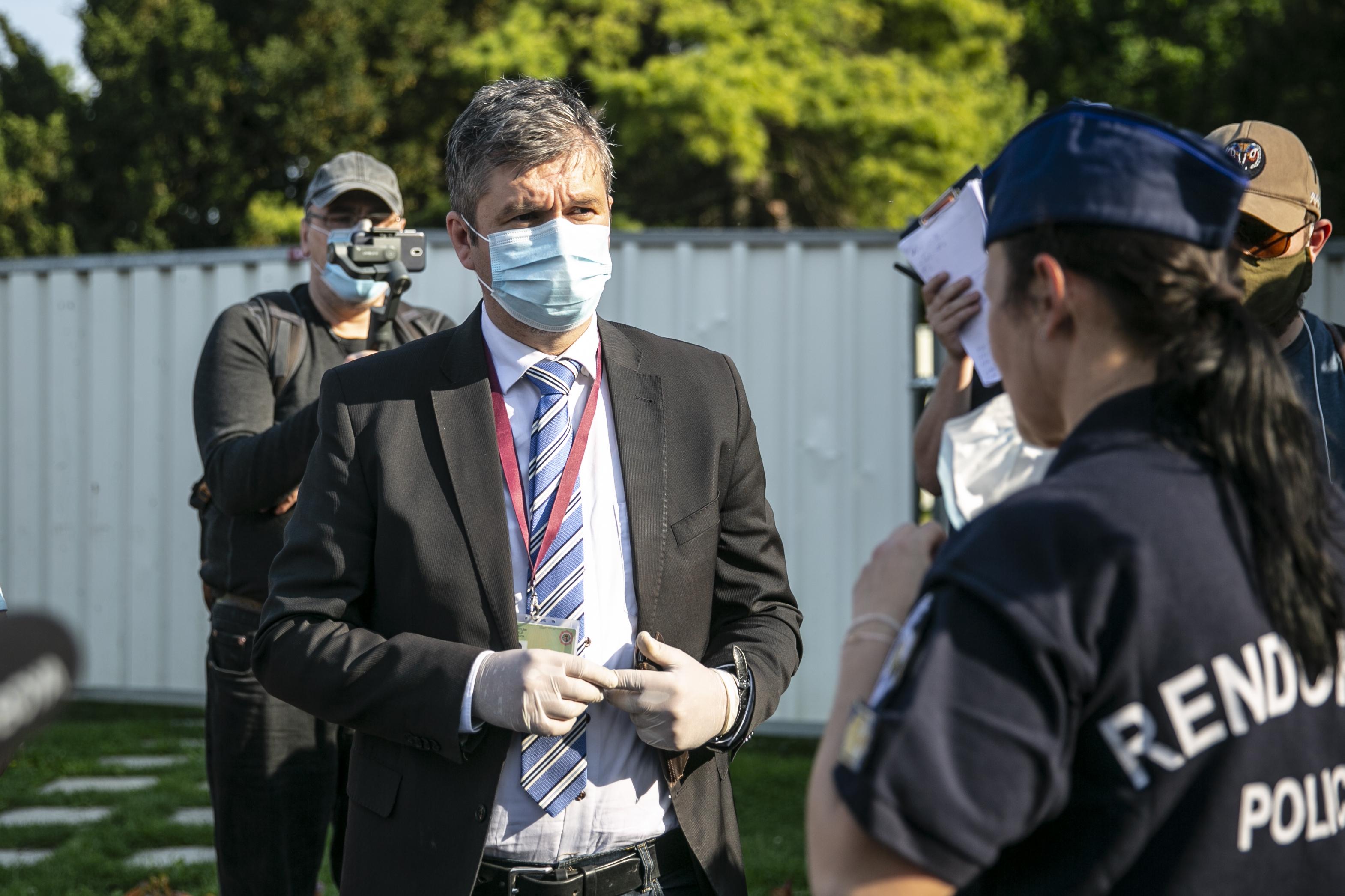 Hadházy: Kérni nem szégyen, hanem az egyetlen út az ellenzék előtt