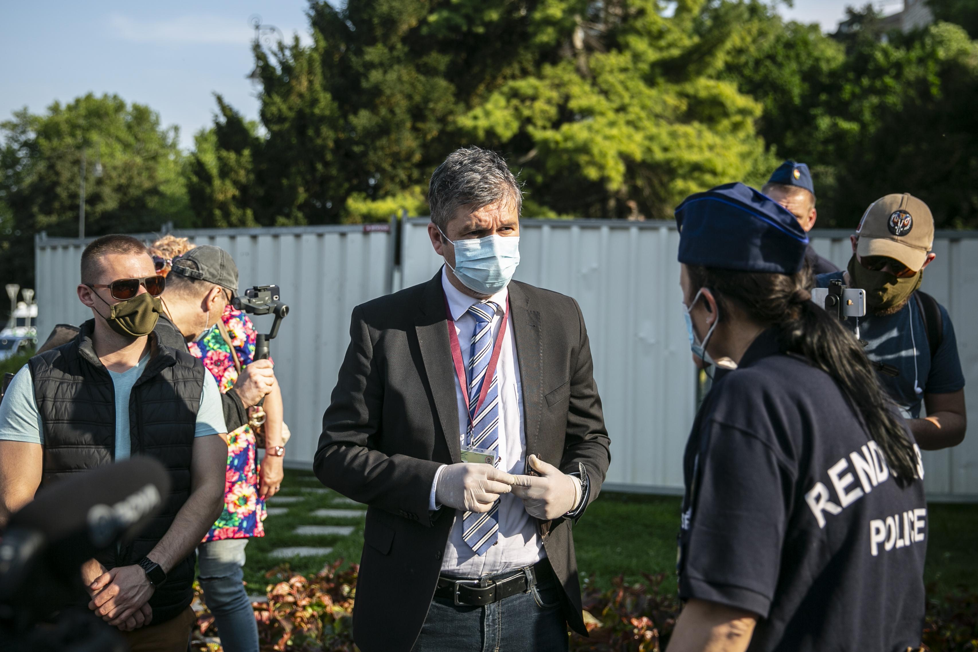 Szombaton Hadházy Ákoshoz is becsöngetett a Hír TV stábja
