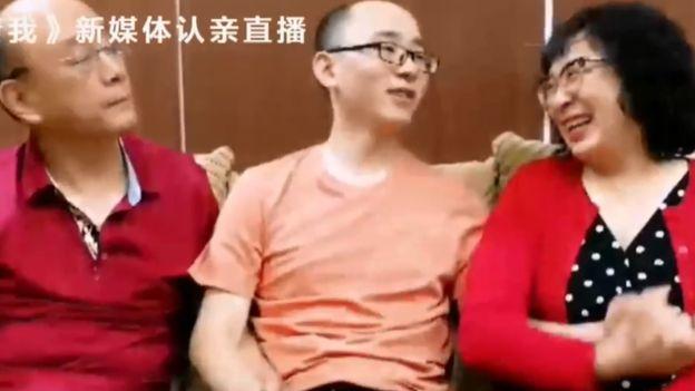 32 év után bukkantak rá elrabolt fiukra a kínai szülők