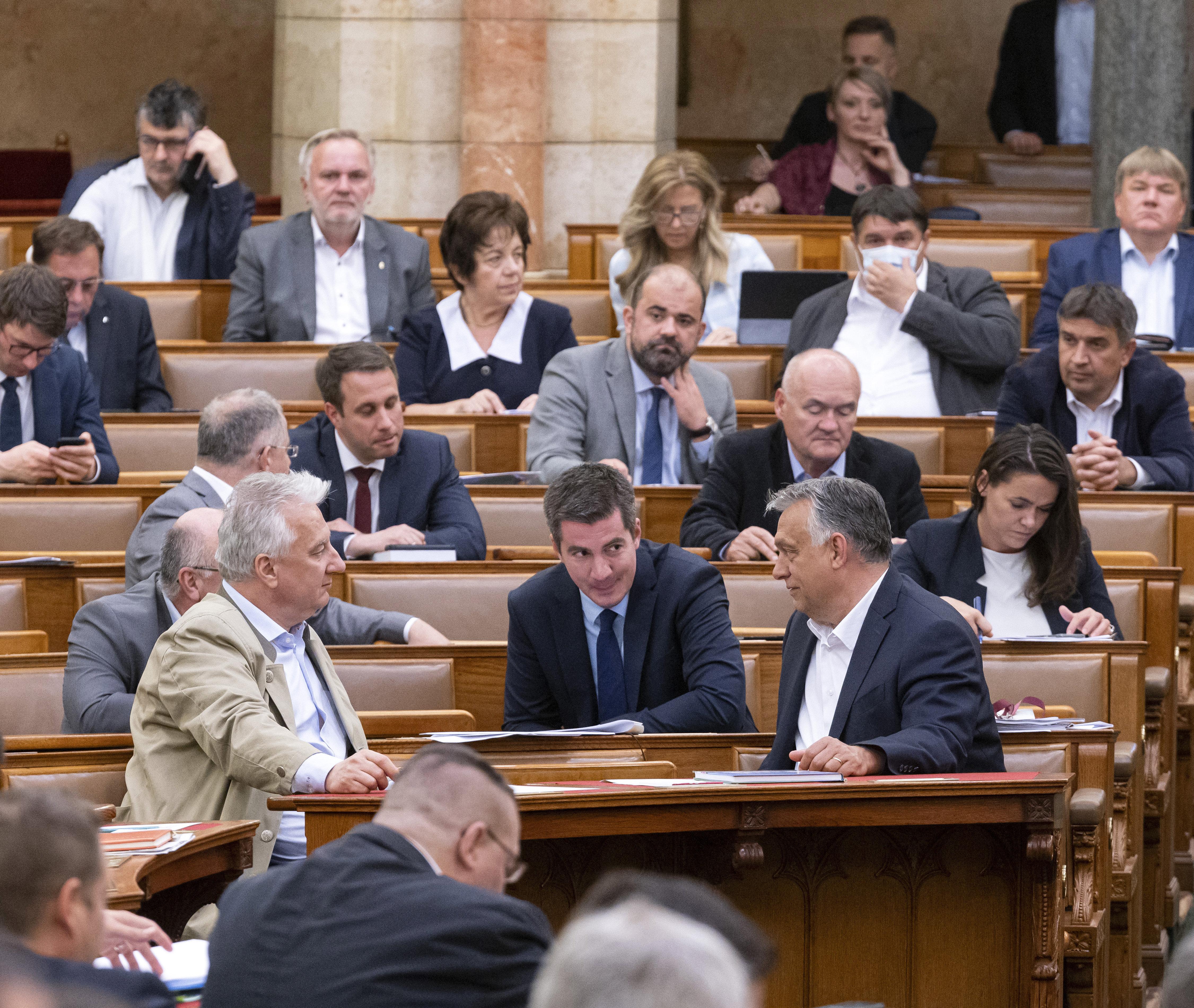 Átlagos munkanap egy virágzó parlamenti demokráciában