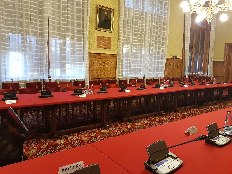 A fideszes tagok nem mentek el, ezért elmaradt a népjóléti bizottság ülése a járvány elleni védekezésről