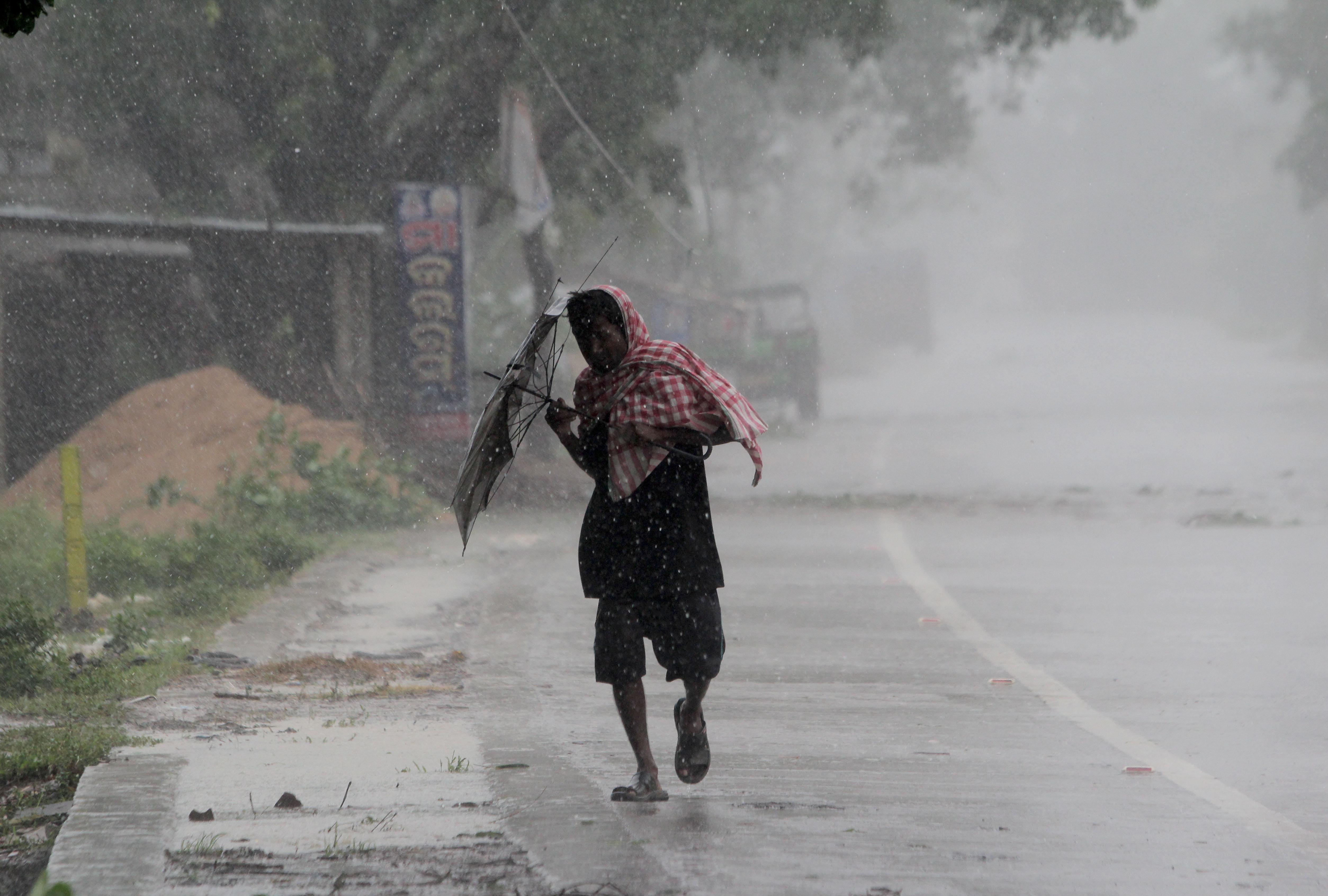 Három hurrikán erejével csapott le a szuperciklon, 24-en meghaltak