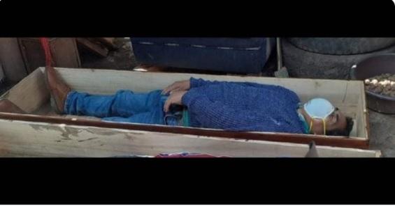 Egy perui polgármester inni ment a barátaival a járvány idején, aztán amikor megérkeztek a rendőrök, halottnak tettette magát