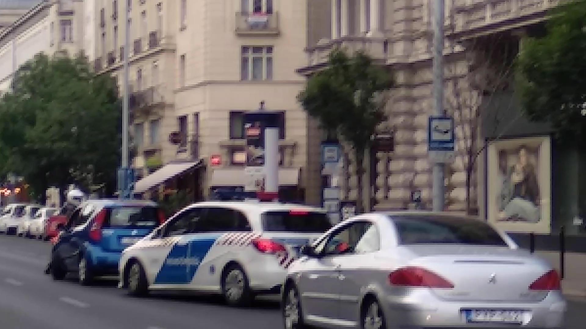 Elmegyógyintézetbe küldik az autós ámokfutót, akit egy pizzafutár állított meg az Andrássy úton