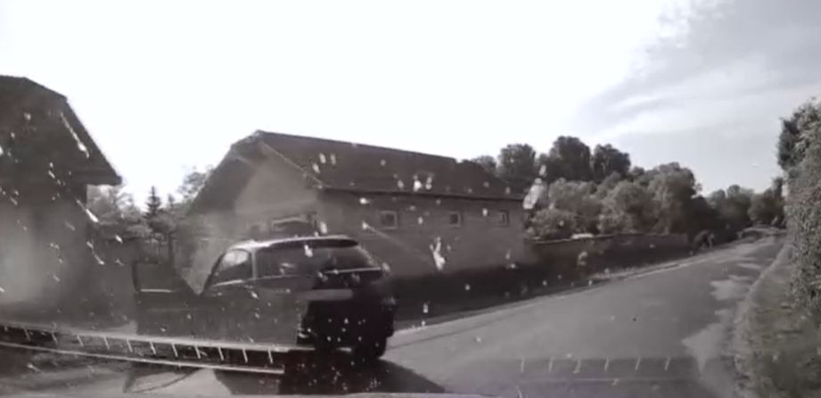 Zseni: 150-nel előzte a civil rendőrautót, majd egy árokba sodródva találtak rá
