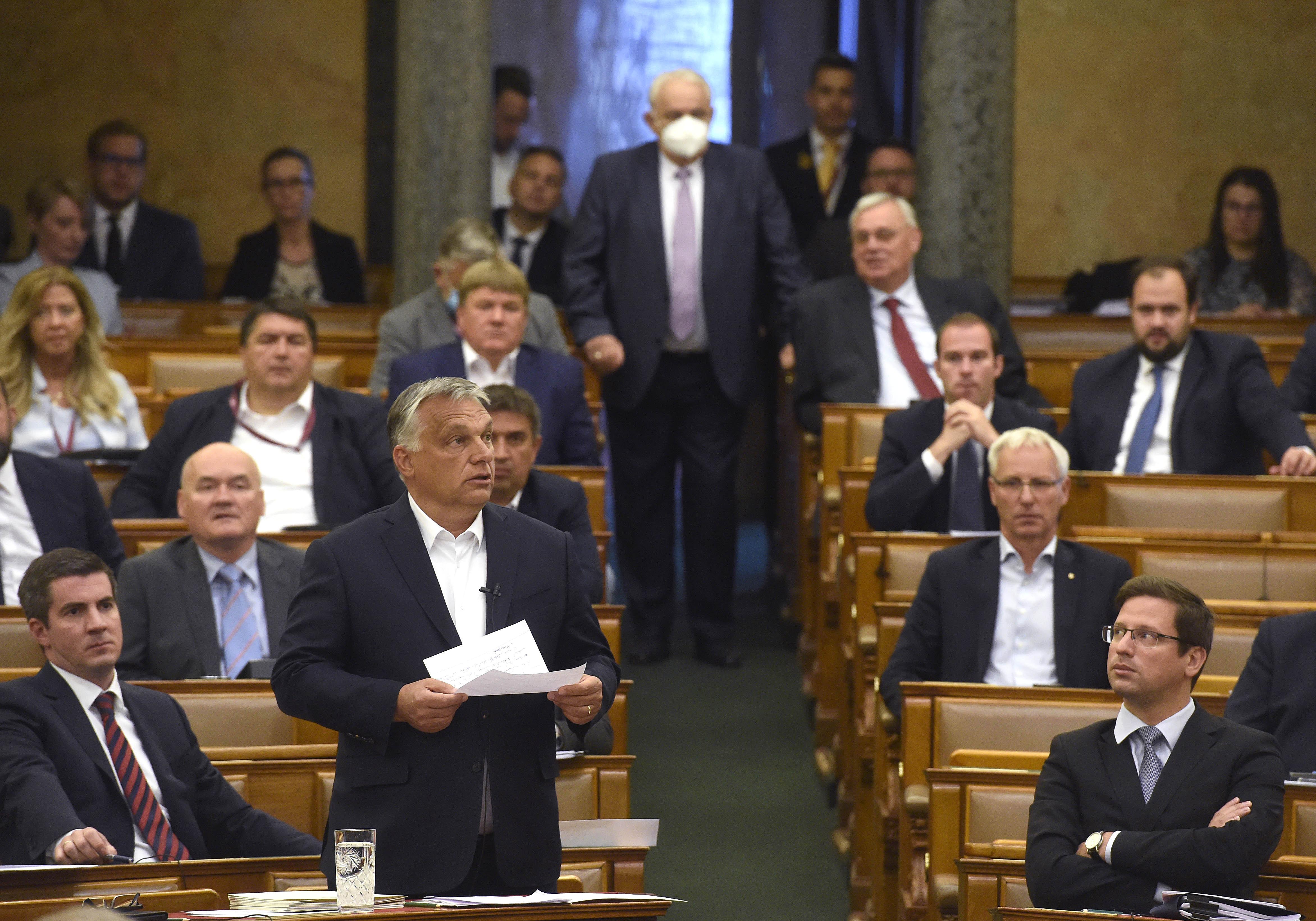 Orbánt nem koronázták meg, de teljesen felesleges volt határozatlan idejű felhatalmazást kérnie a kormányának