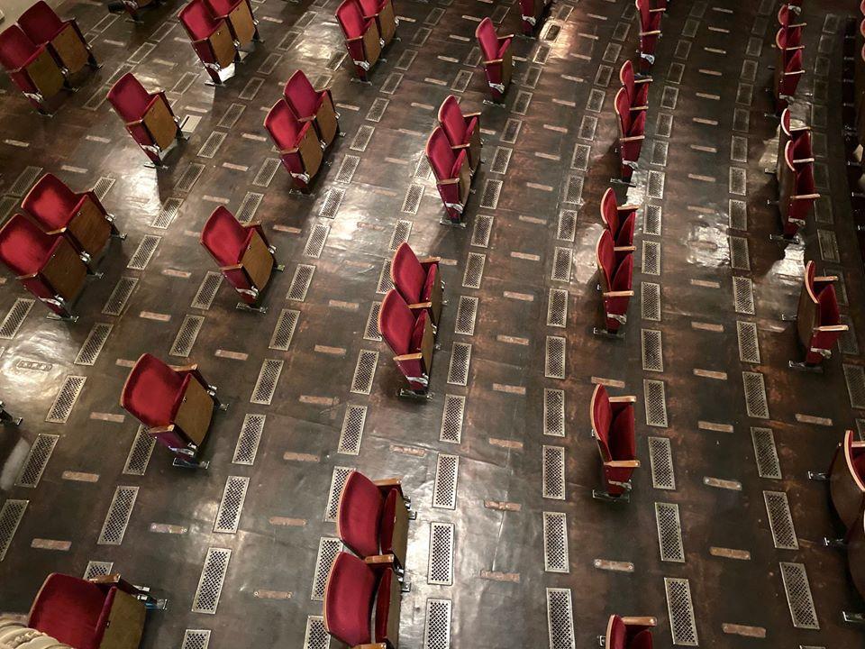 Így fog kínézni a híres német színházi társulat, a Berliner Ensemble nézőtere a következő évadban