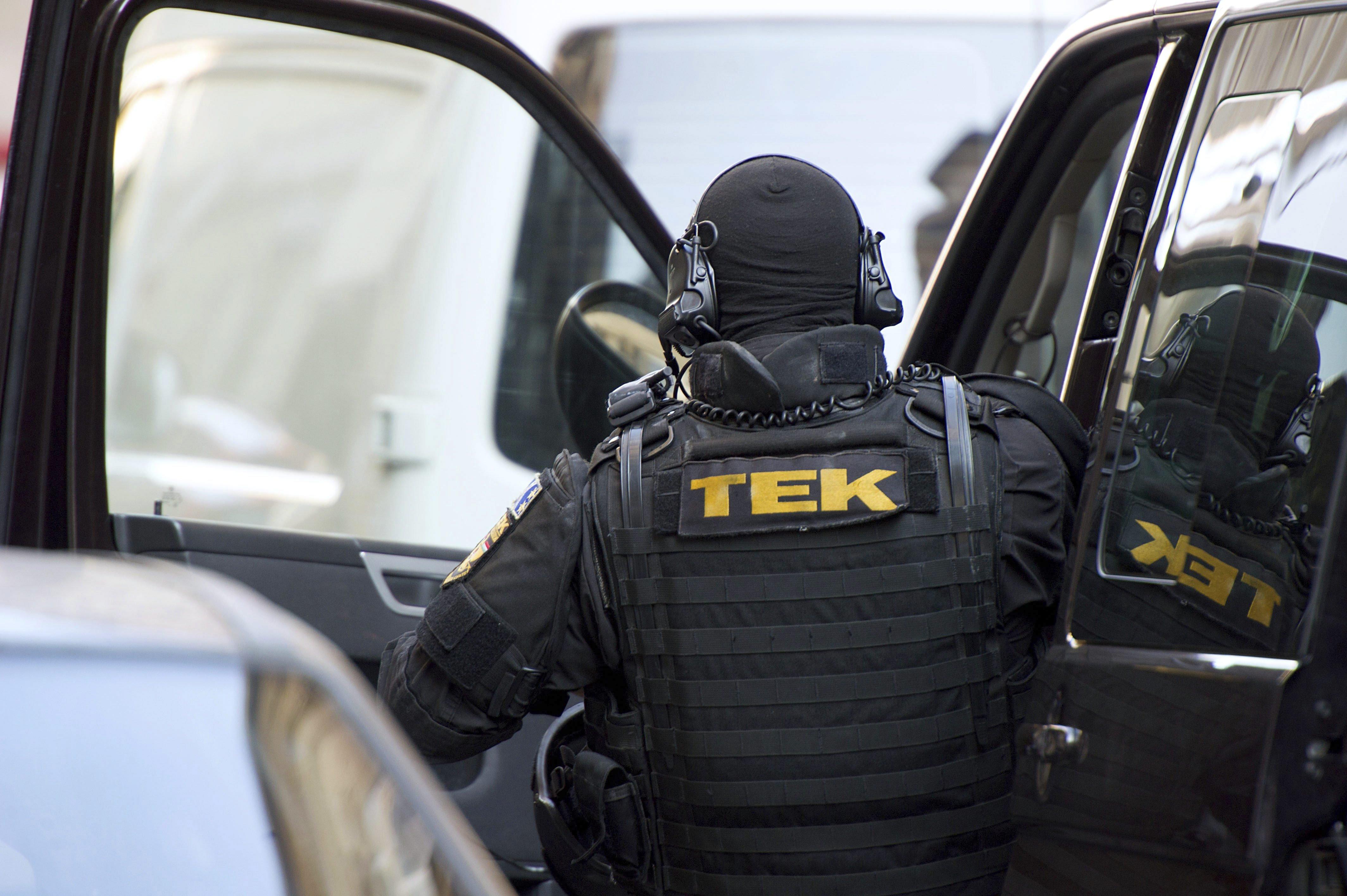 Elfogták a férfit, aki megírta a TEK-nek, hogy rendőröket akar ölni