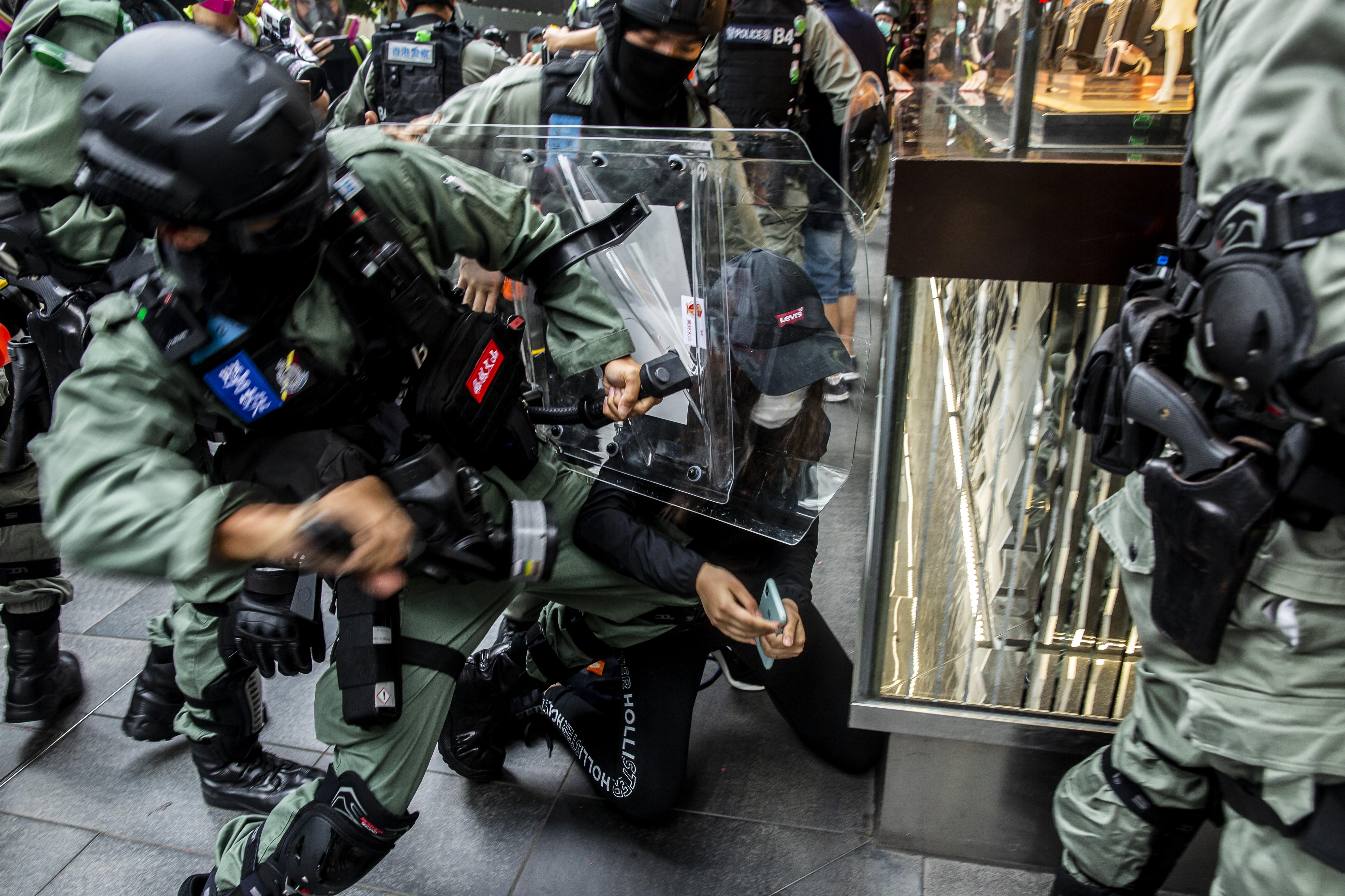 Több száz tüntetőt vettek őrizetbe Hongkongban