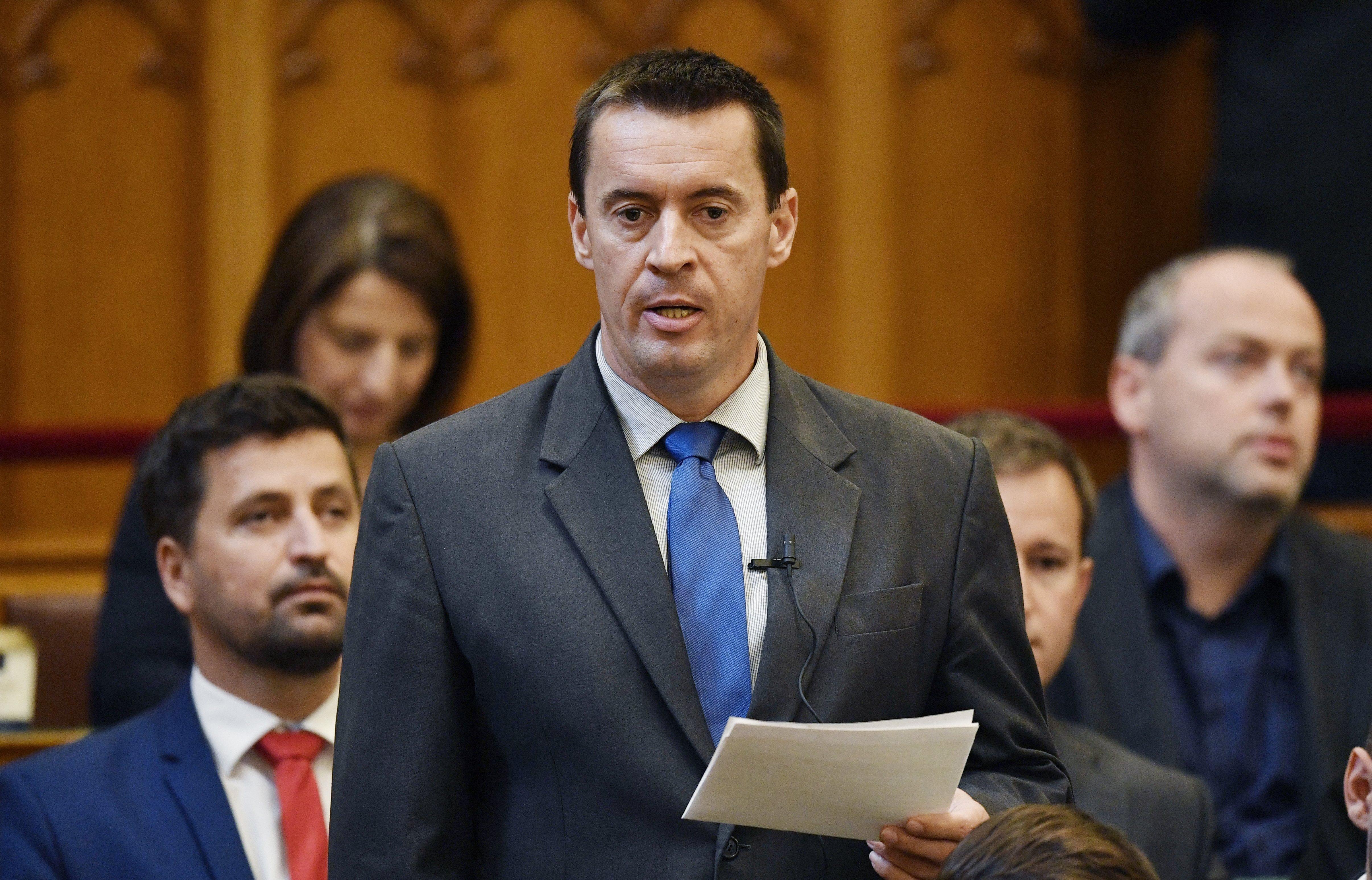 Sneider Tamás lemond a parlamenti alelnökségről és kilép a Jobbik frakciójából