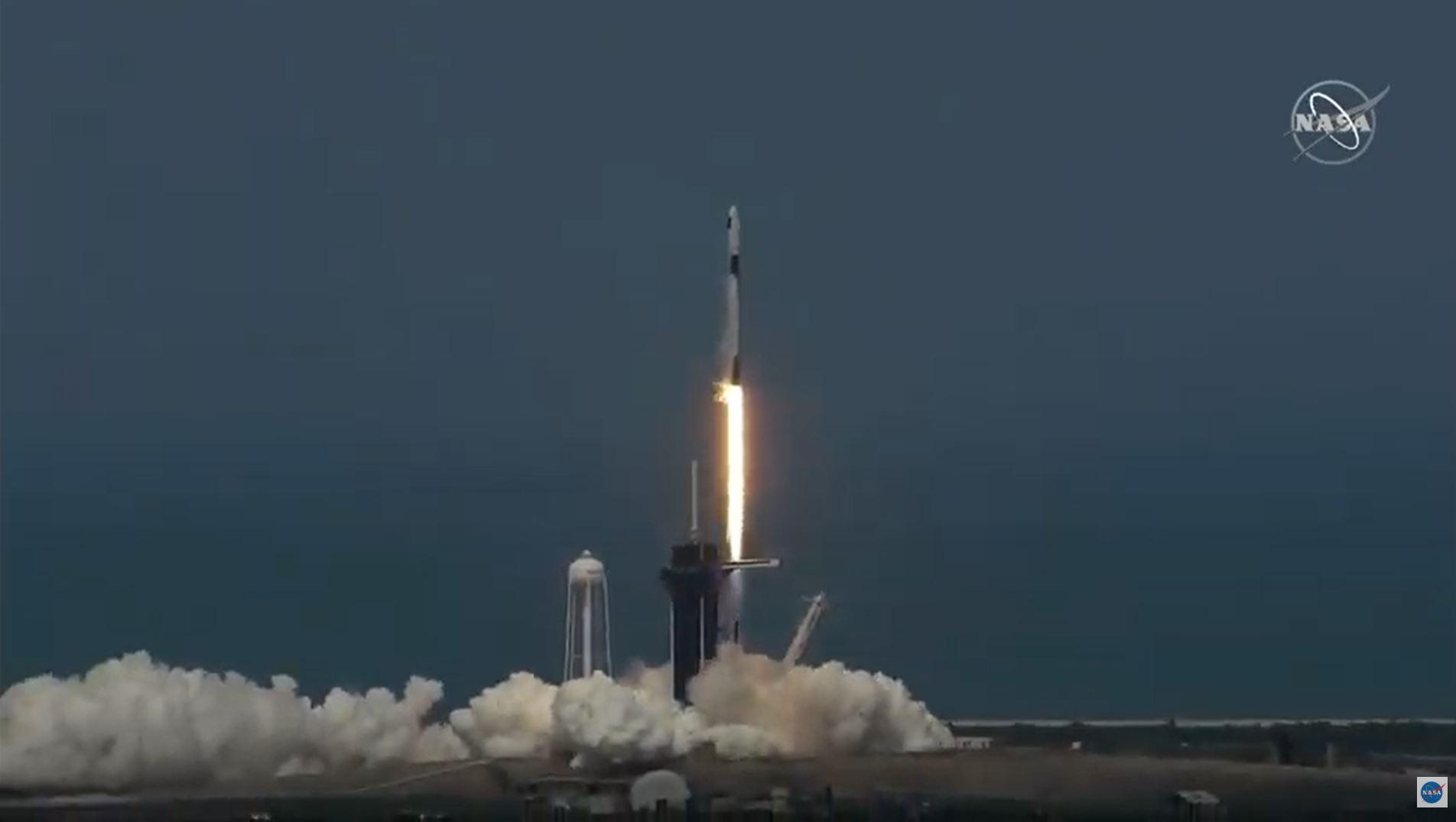 Sikeres volt a SpaceX megismételt kilövése, először lőtt az űrbe embereket magáncég