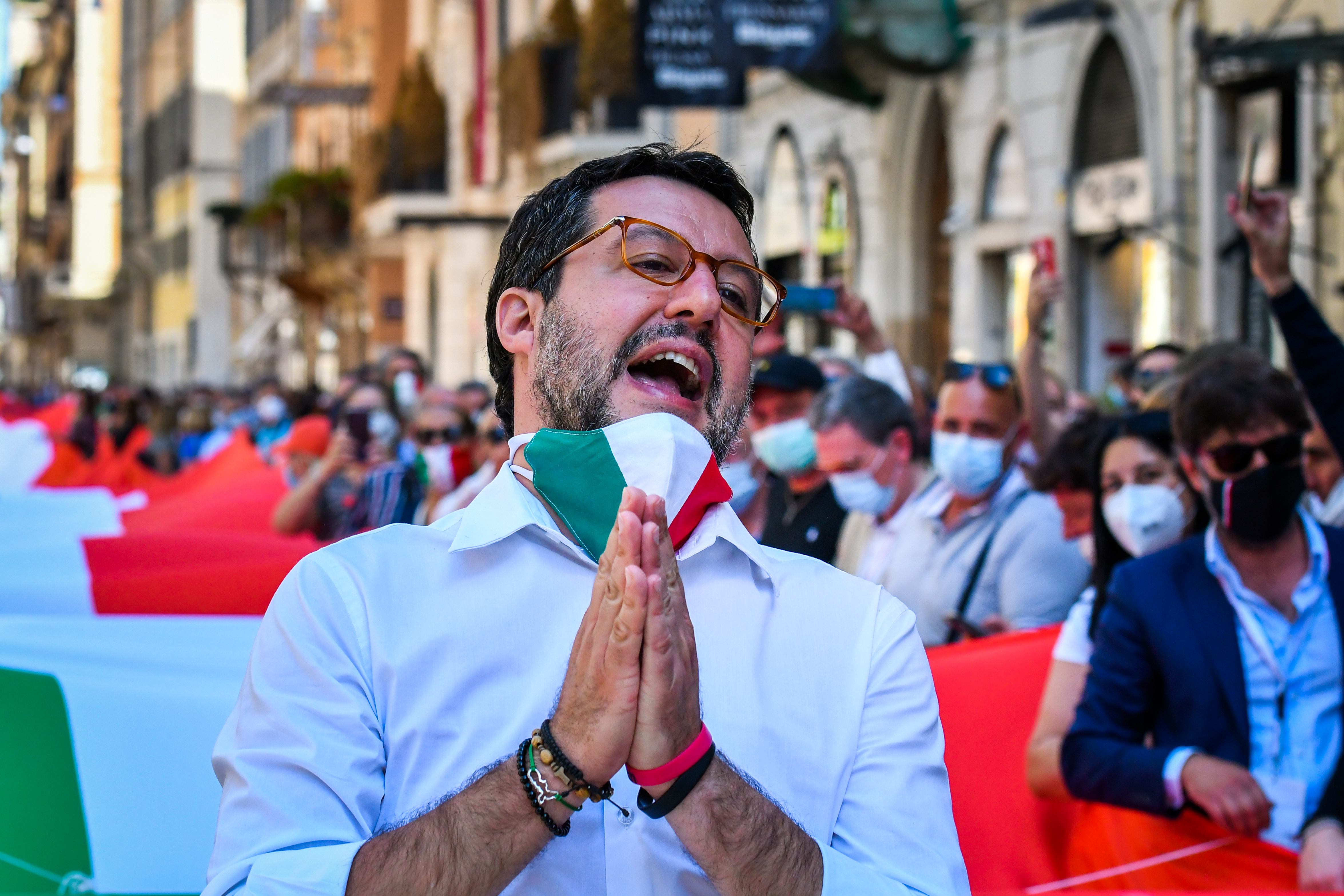 Túszejtés vádja miatt áll majd bíróság elé Matteo Salvini