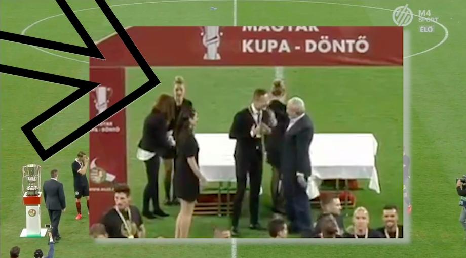 Szijjártó is kapott egy aranyérmet Csányi Sándortól a kupadöntő után
