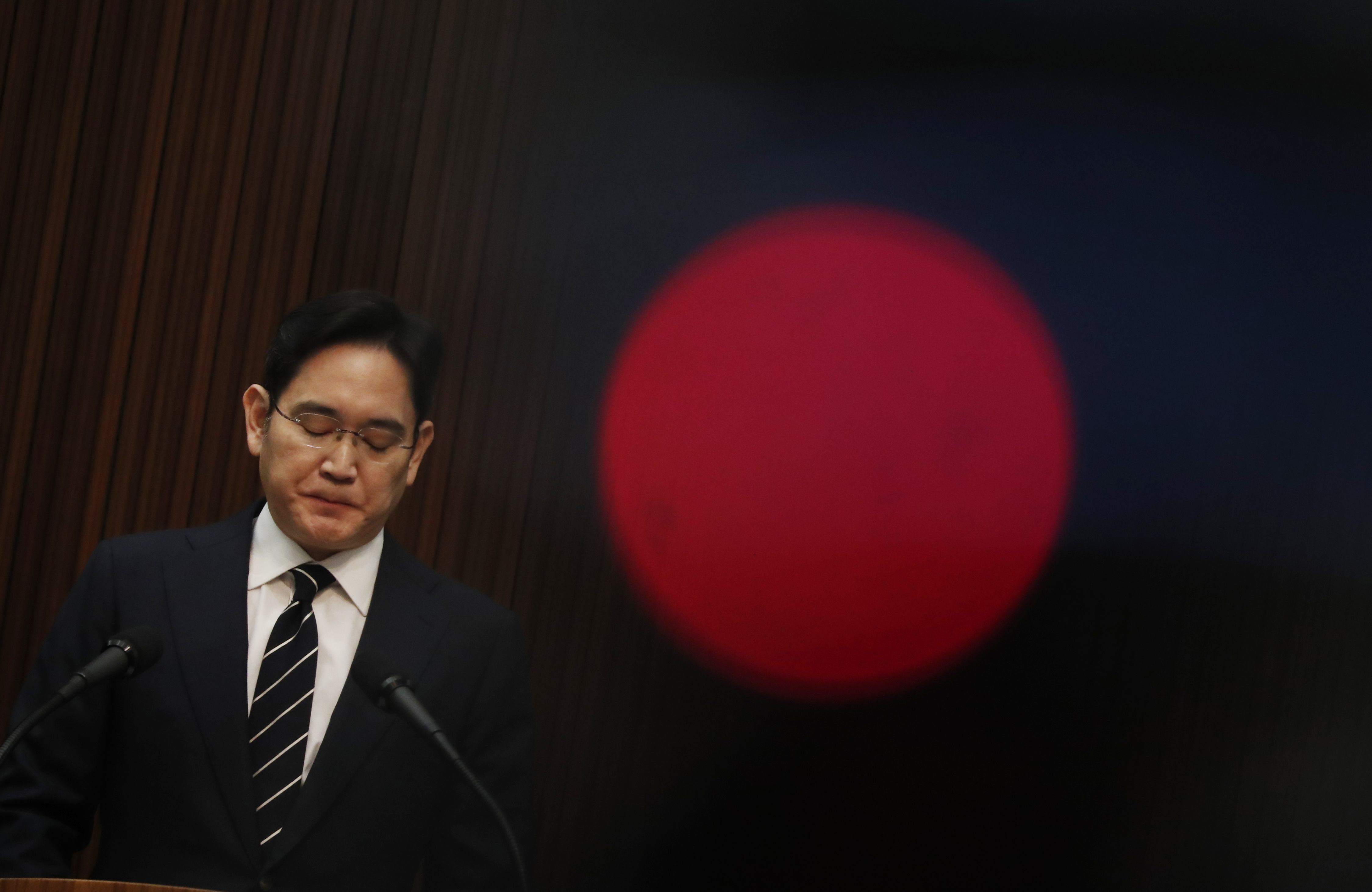Kezdeményezték a Samsung vezetőjének letartóztatását