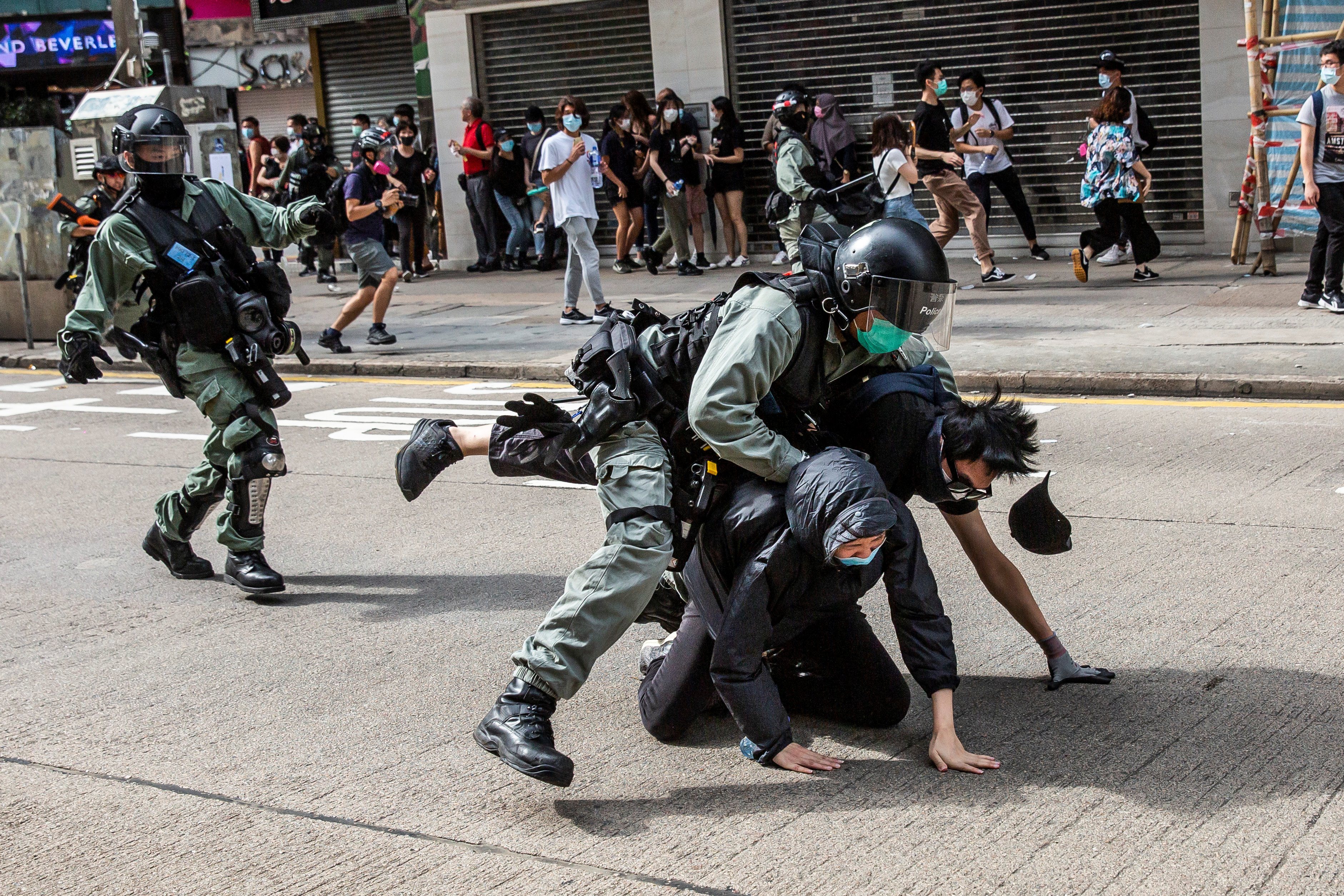A rendőrök feloszlatták a Tienanmen téri vérengzésre emlékező hongkongi demonstrációt
