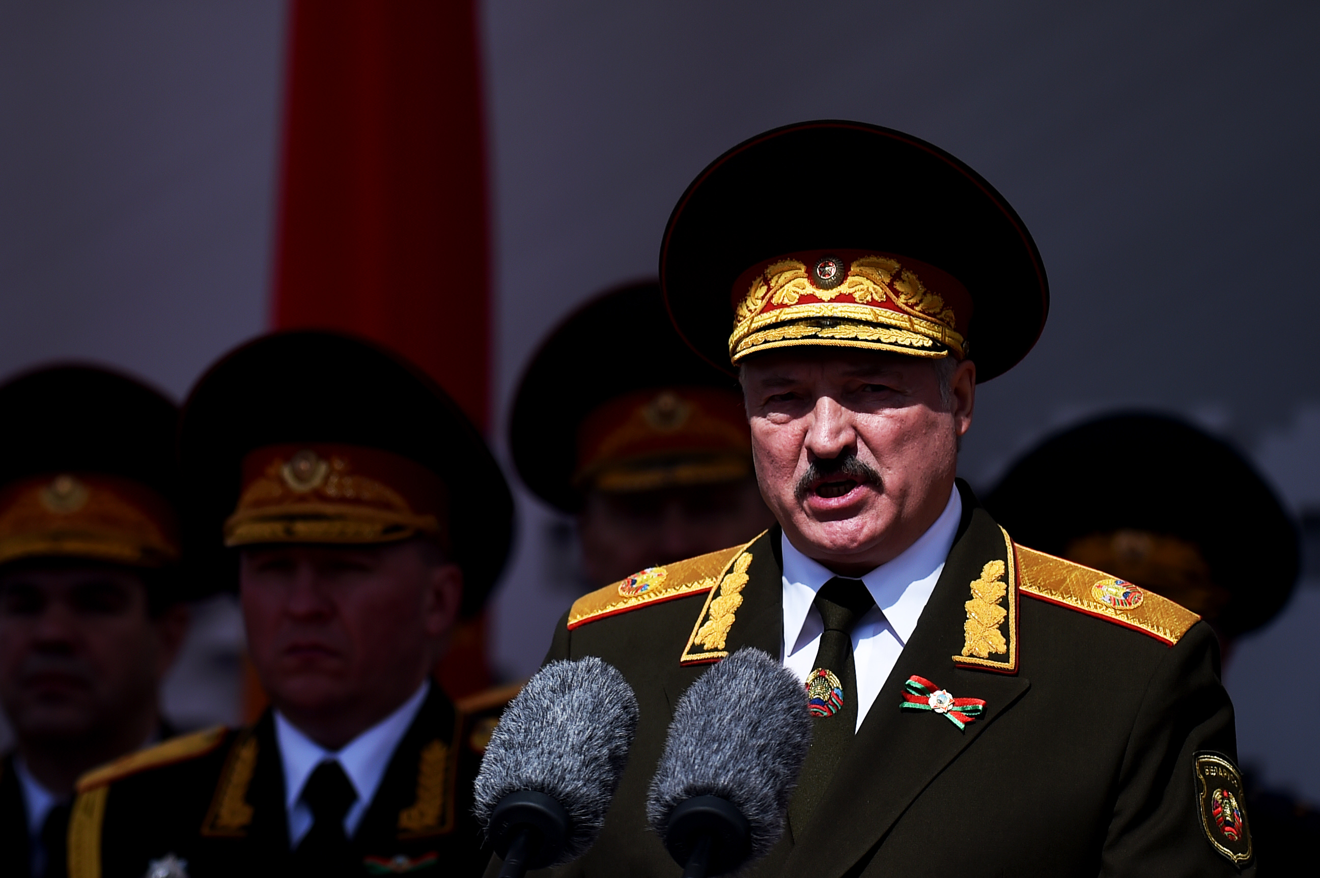 Lukasenka a nemzetbiztonsági tanácsra ruházza a jogköreit, ha valami történik vele