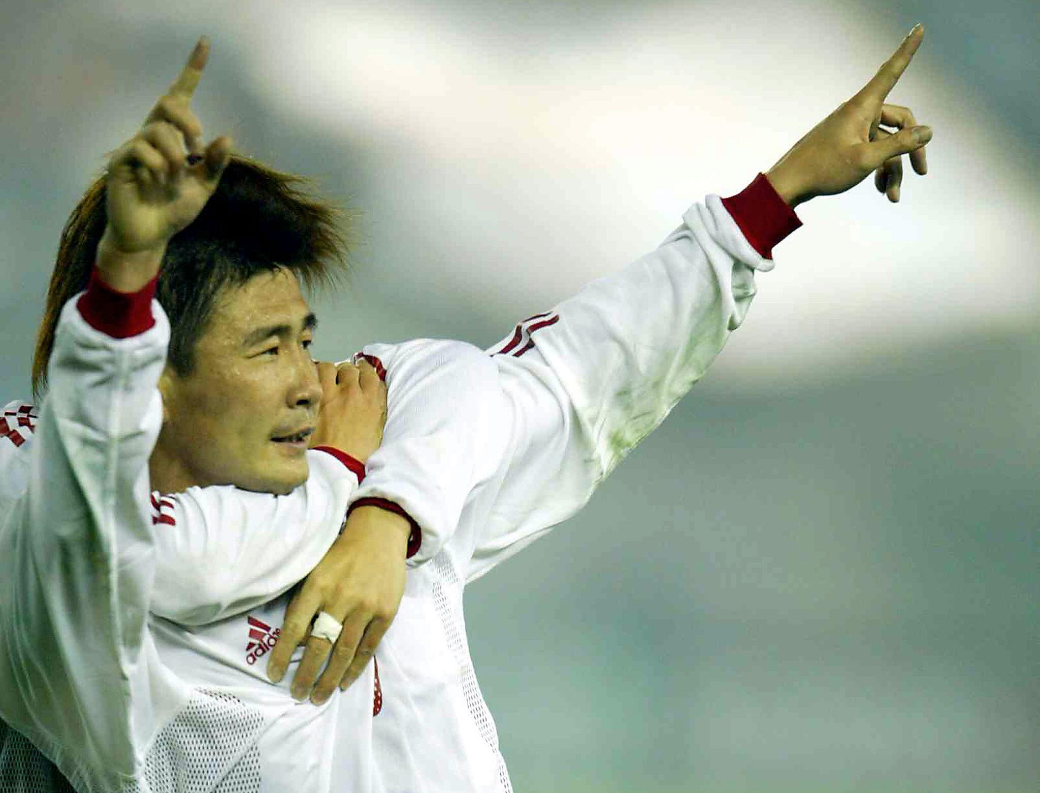 Visszamenőleg törlik ki a történelemkönyvekből a legeredményesebb kínai focistát, mert felszólalt a rendszer ellen