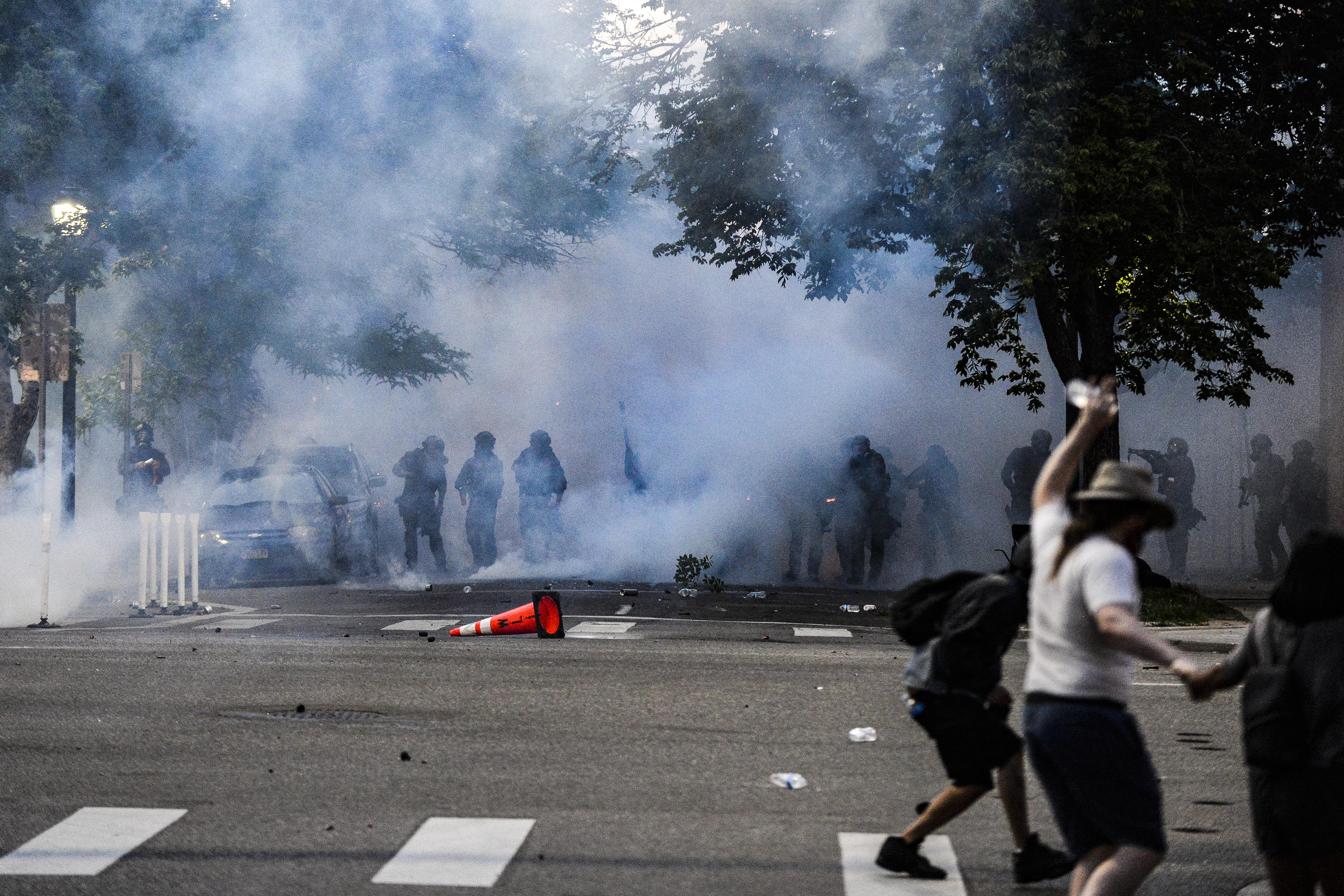 Denverben ideiglenesen megtiltották a könnygázazást, gumilövedékezést a rendőröknek