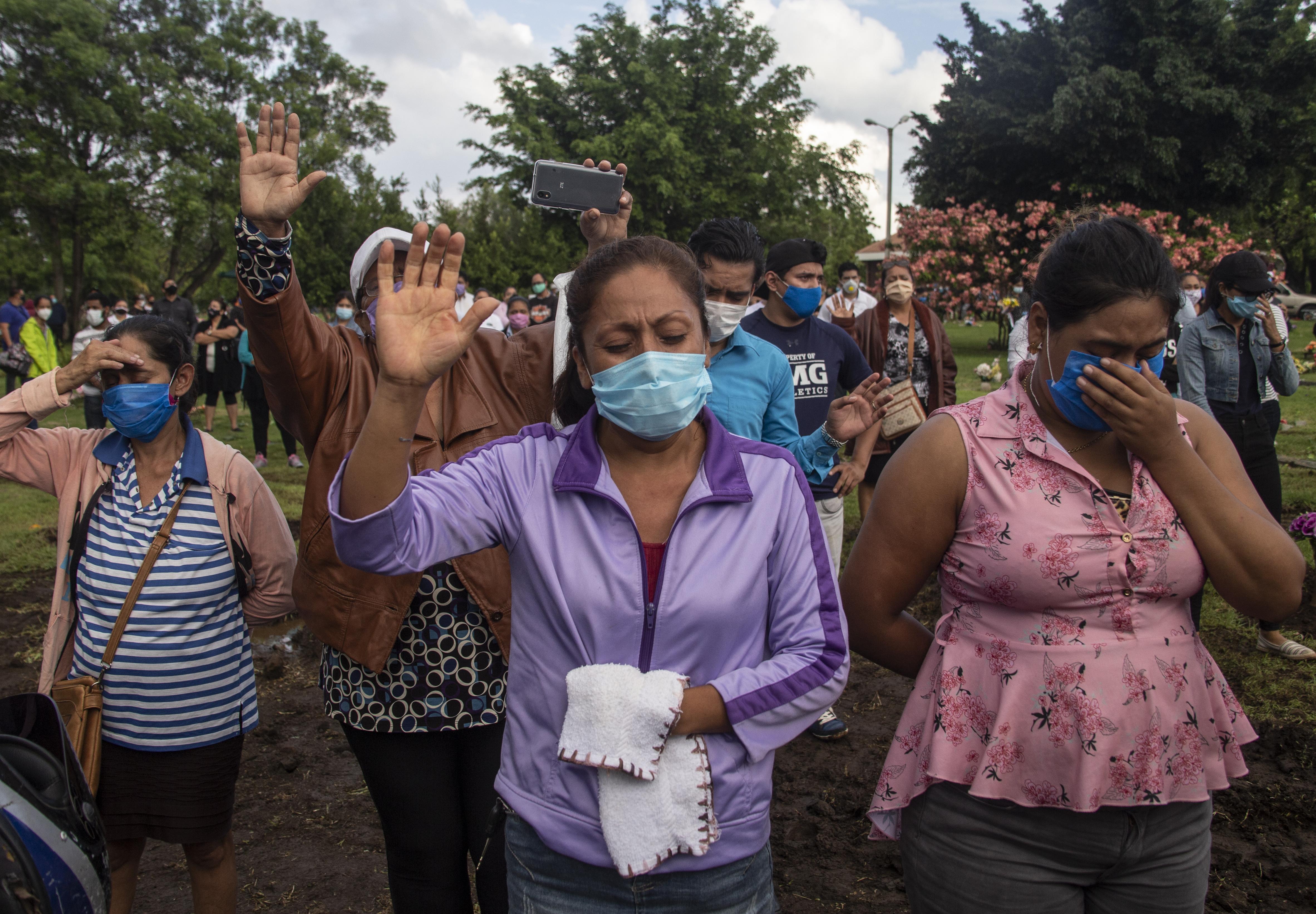 A nicaraguai kormány közölte, hogy náluk nem lesz semmilyen karantén, azóta az ország több vezetője belehalt a járványba