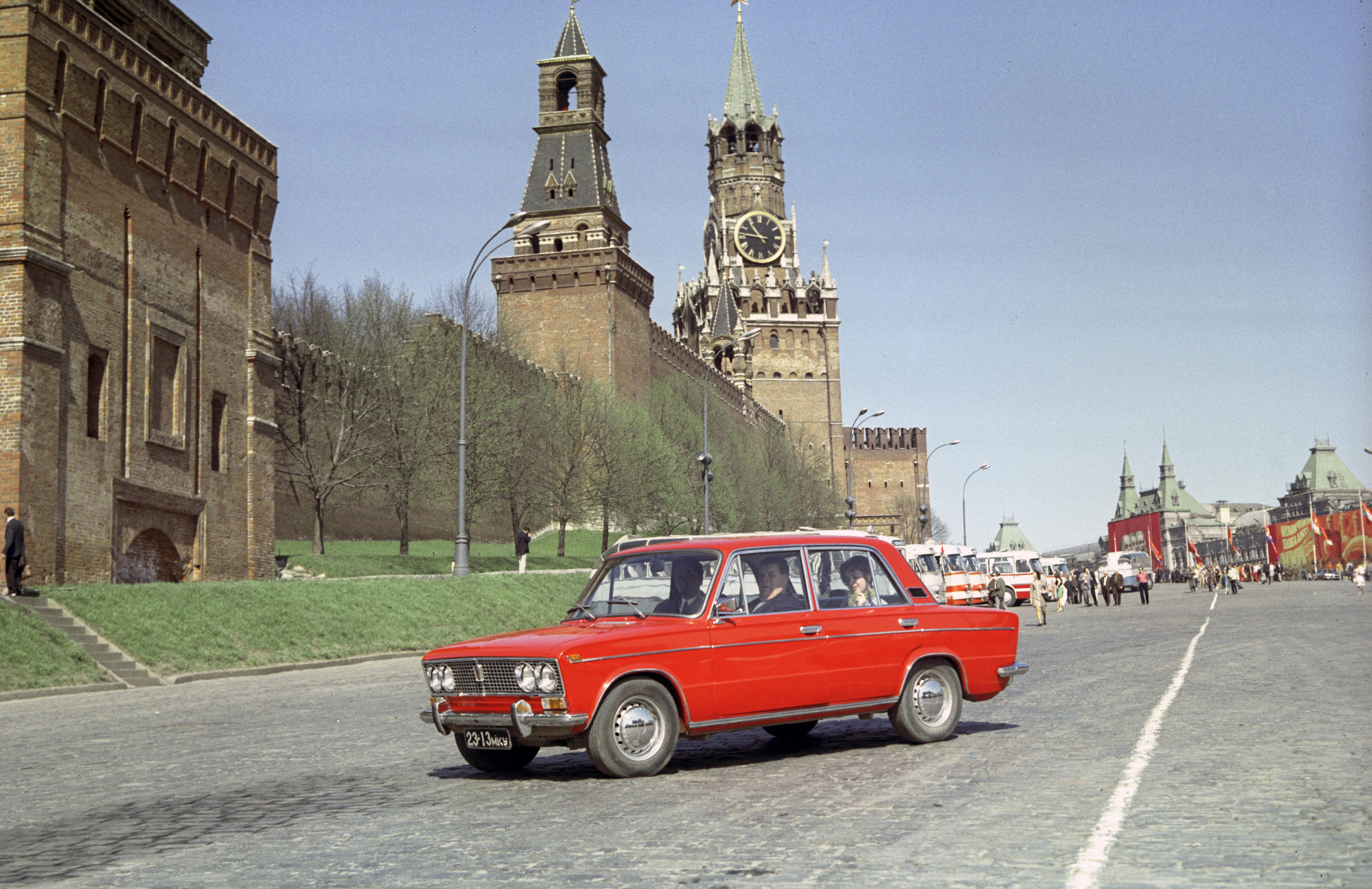 Bizonytalan időre felfüggesztette új autói forgalmazását a Lada