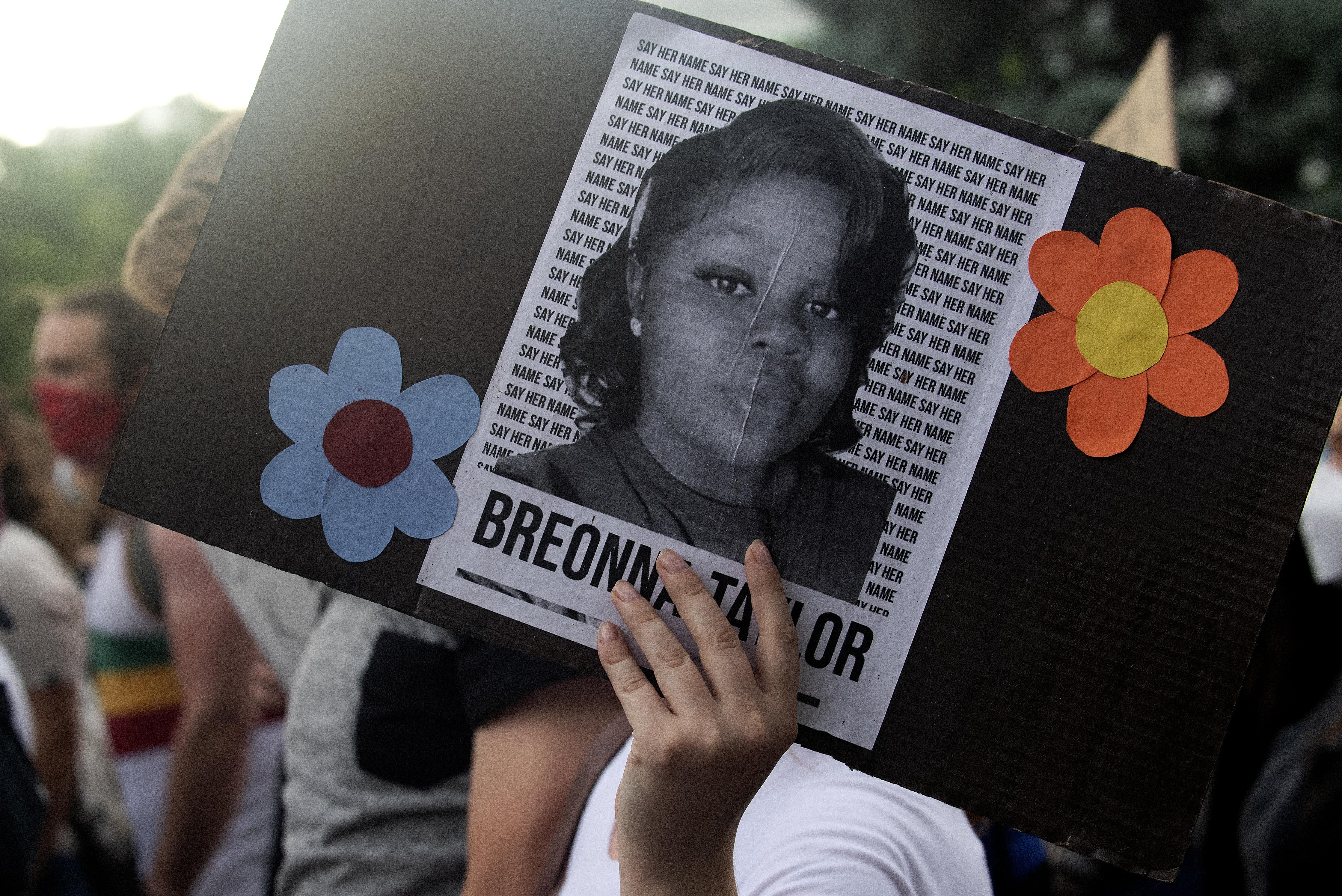12 millió dolláros kártérítést fizetne a rendőri erőszak áldozatává vált Breonna Taylor családjának Louisville városa
