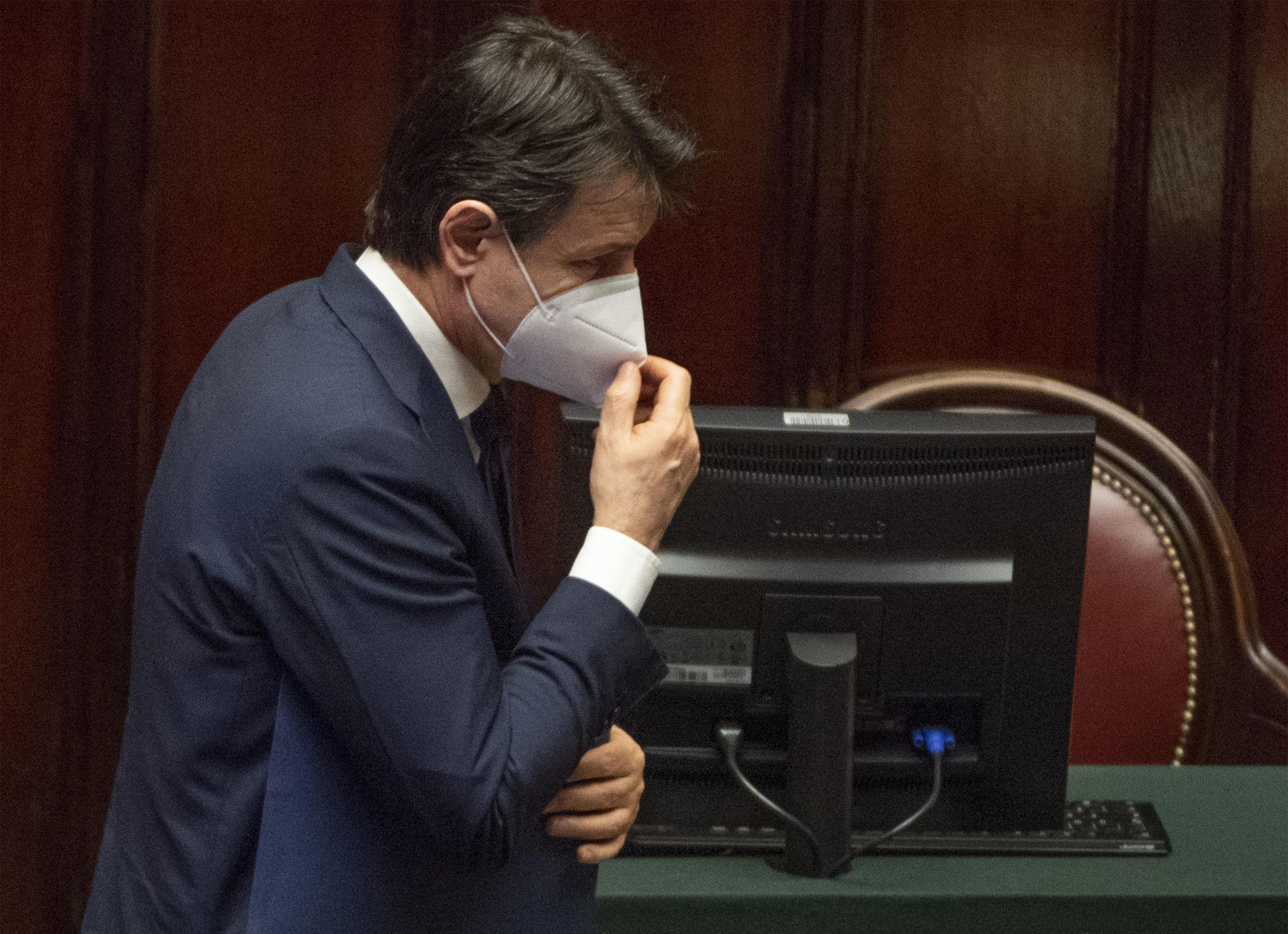 Bergamo ügyészsége hallgatja meg Giuseppe Contét a járvány elleni védekezésről