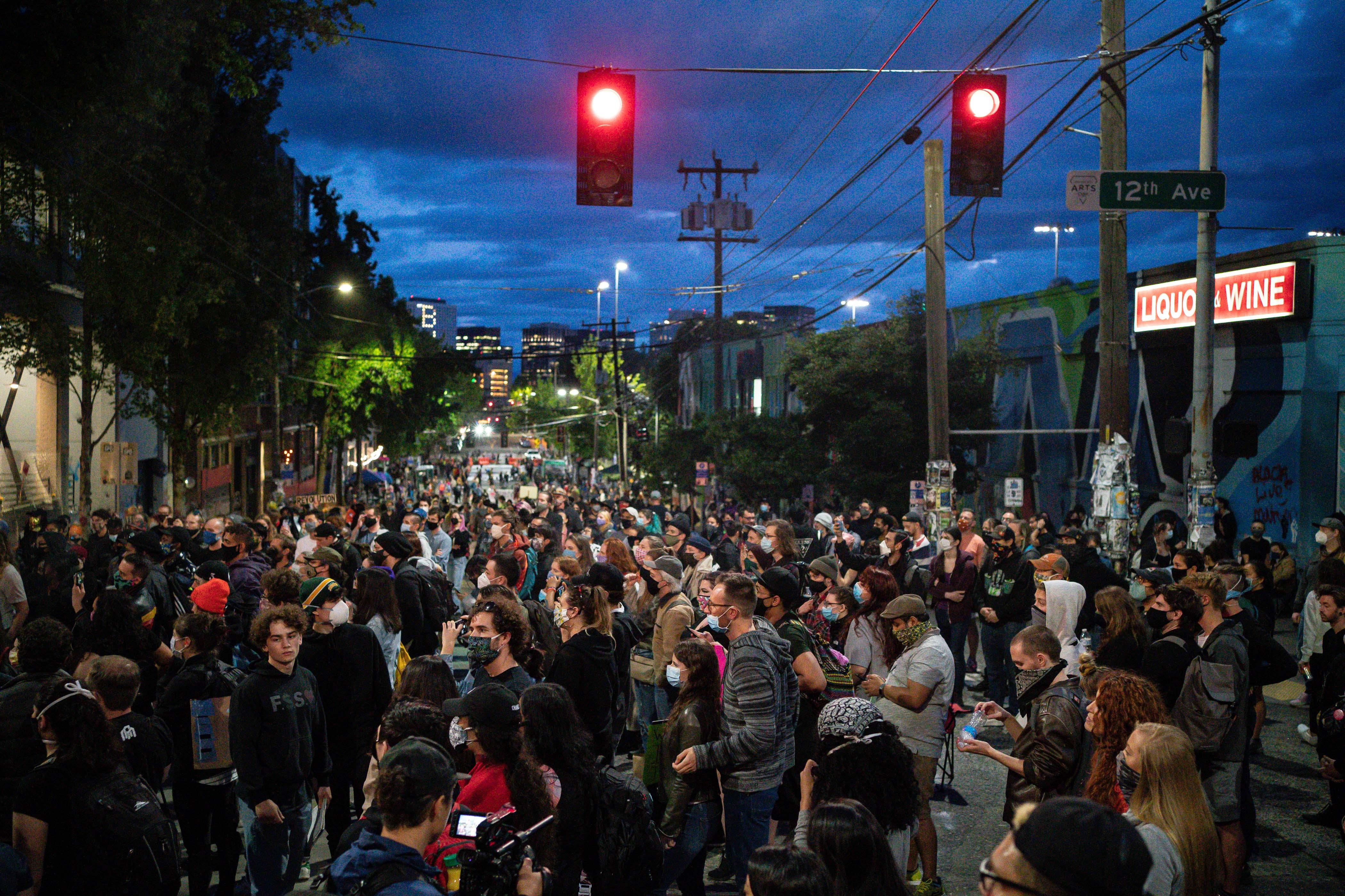Tüntetők elfoglalták Seattle egy részét, Trump a hadsereg bevetésével fenyegetőzik