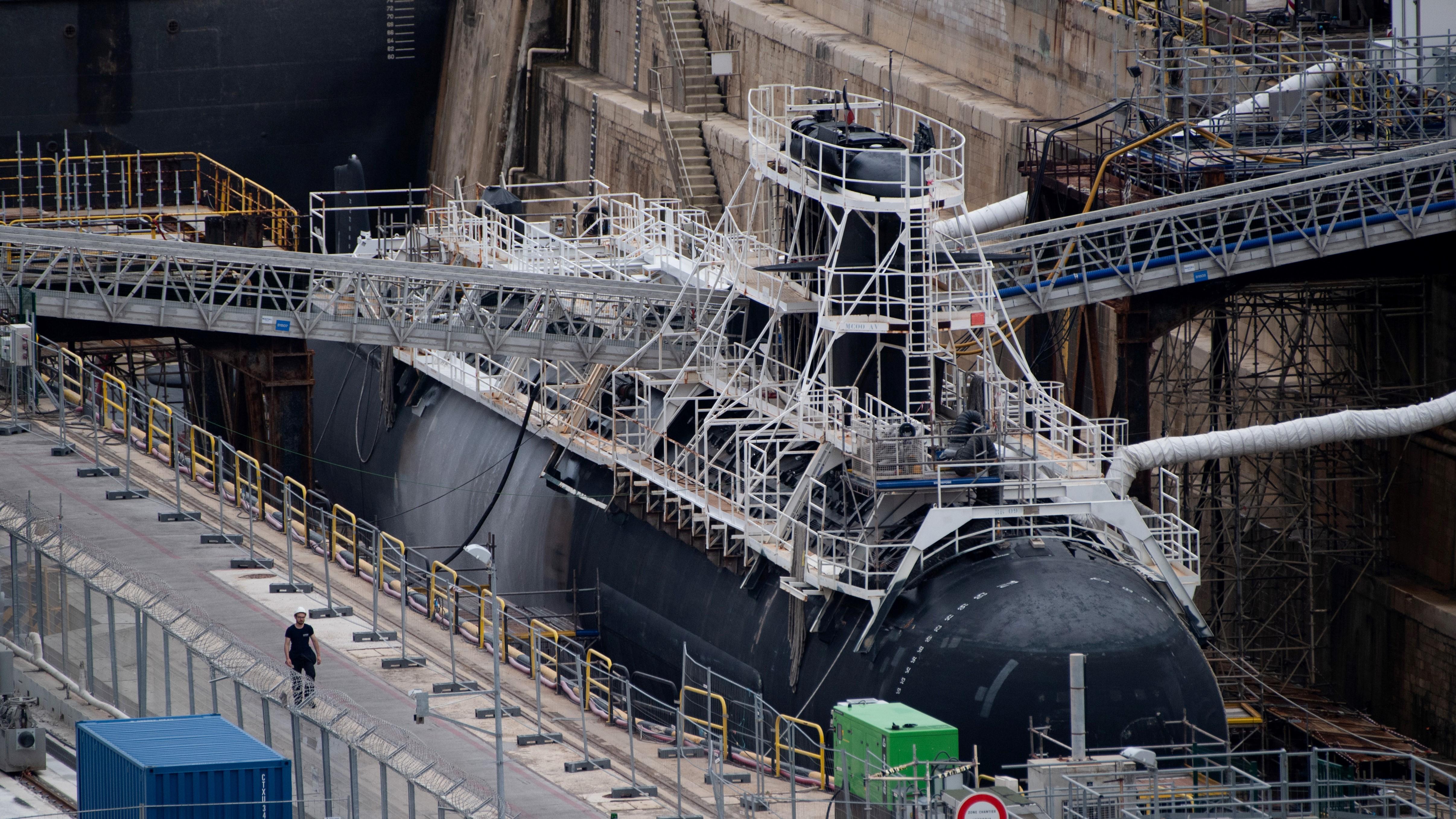 Eloltották a tüzet a francia atom-tengeralattjárón Toulonban