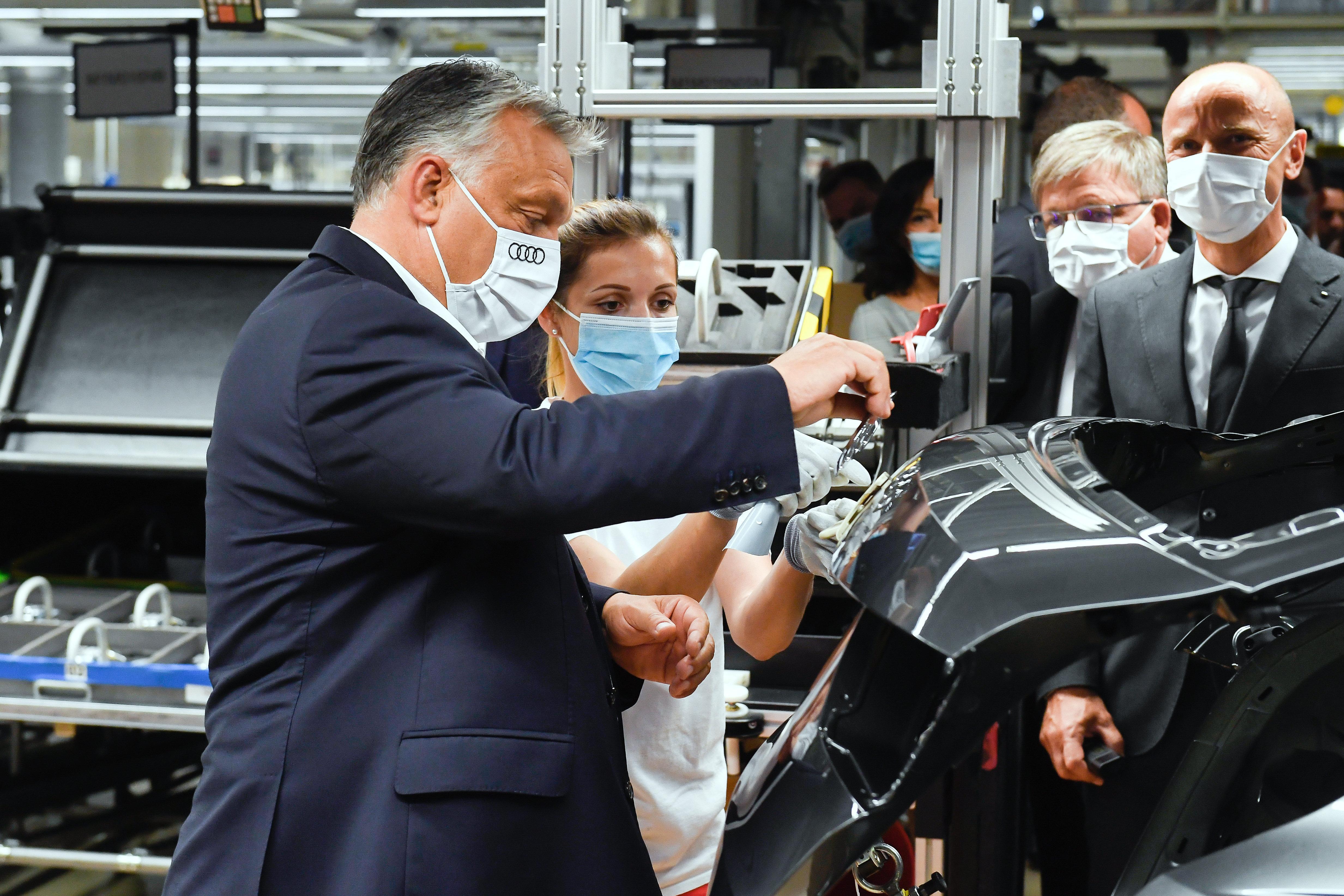 Orbán pénzügyi védőhálót ígért az Audi-gyárnak is