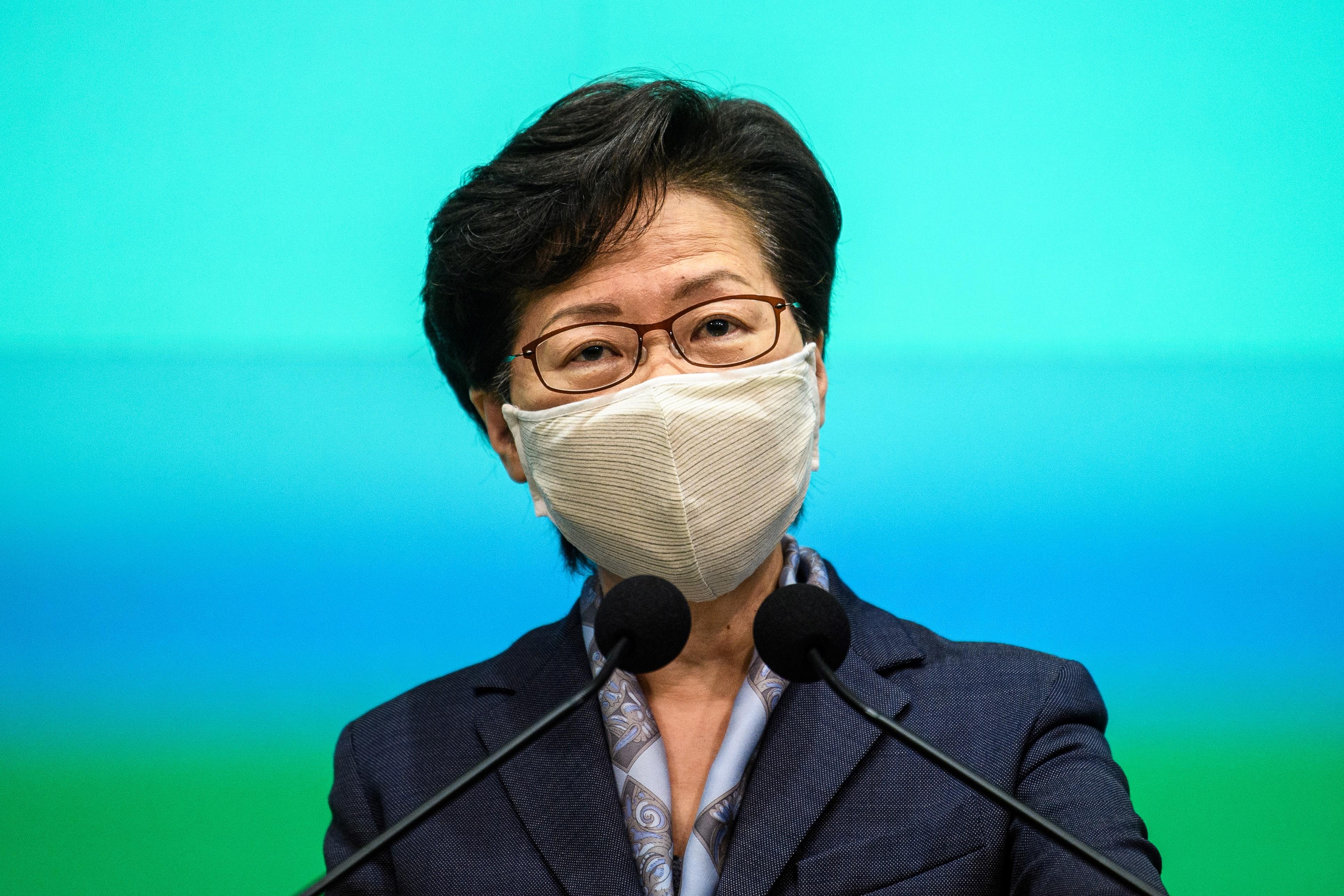 Peking jóváhagyta, hogy egy évvel elhalasszák a hongkongi törvényhozási választásokat