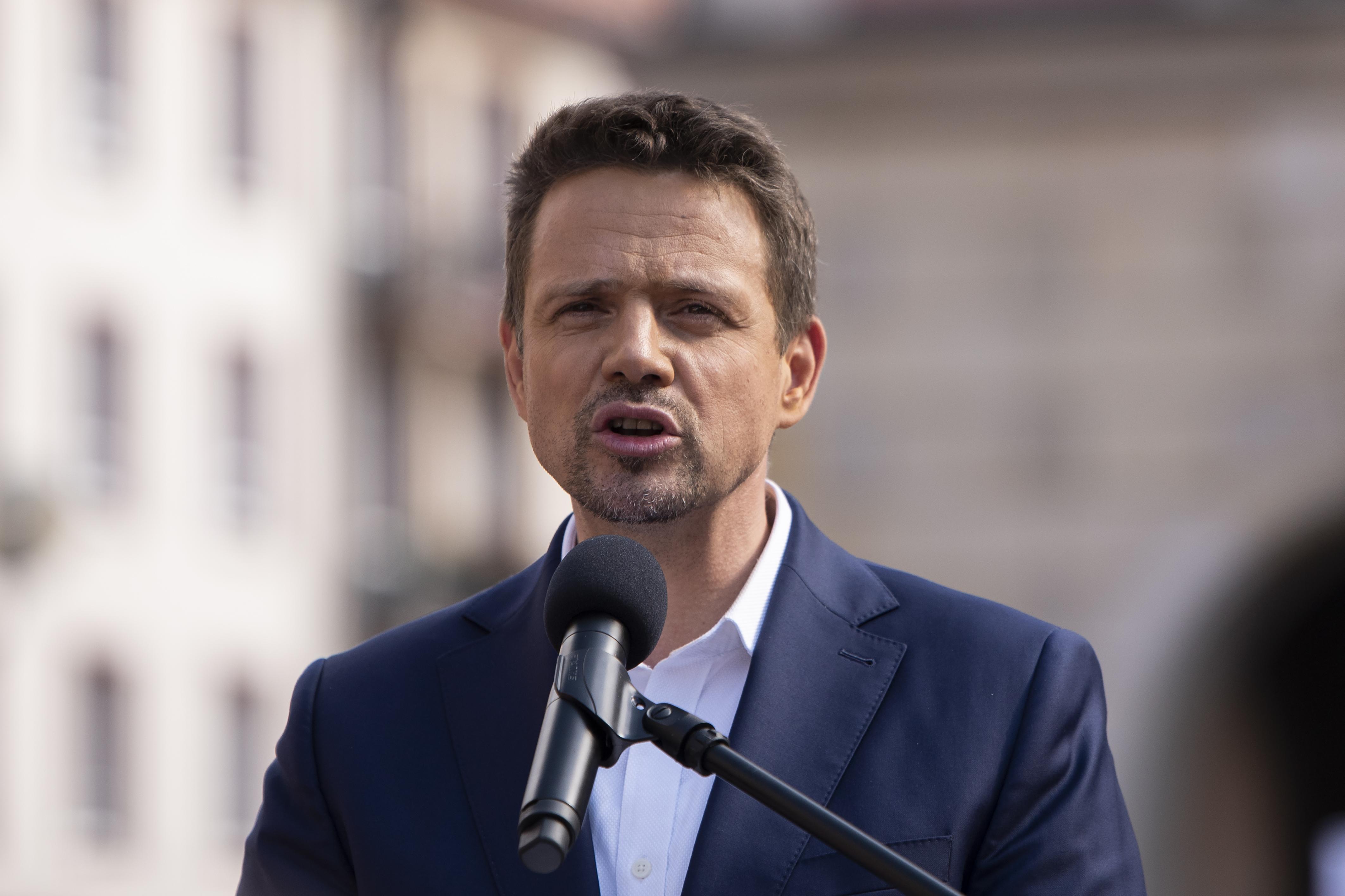 A lengyel közmédia szerint az ellenzéki elnökjelölt a külföldi zsidók érdekeit tartaná szem előtt a lengyel emberek helyett