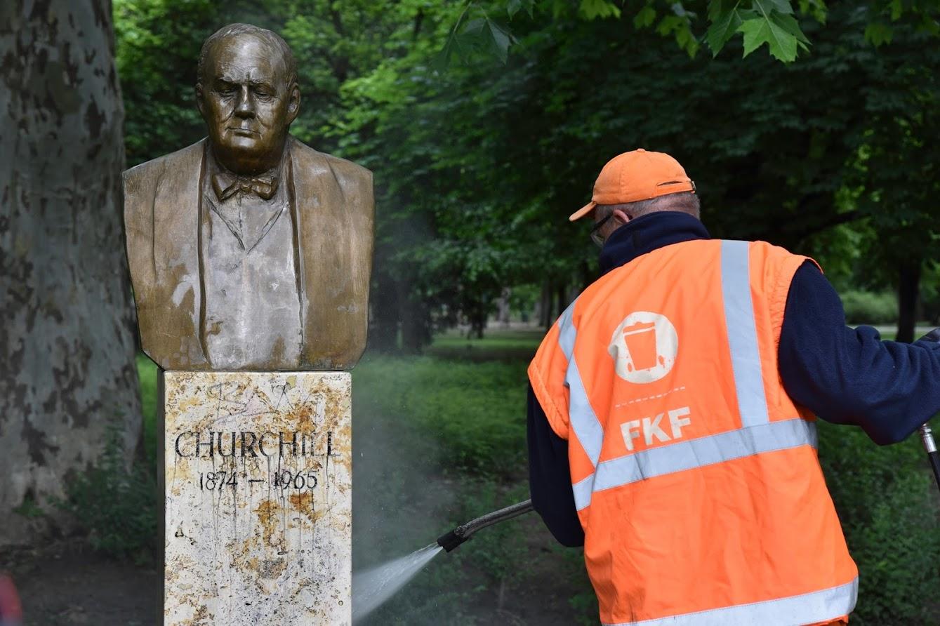 Karácsony lemosatta az összefirkált Churchill-szobrot
