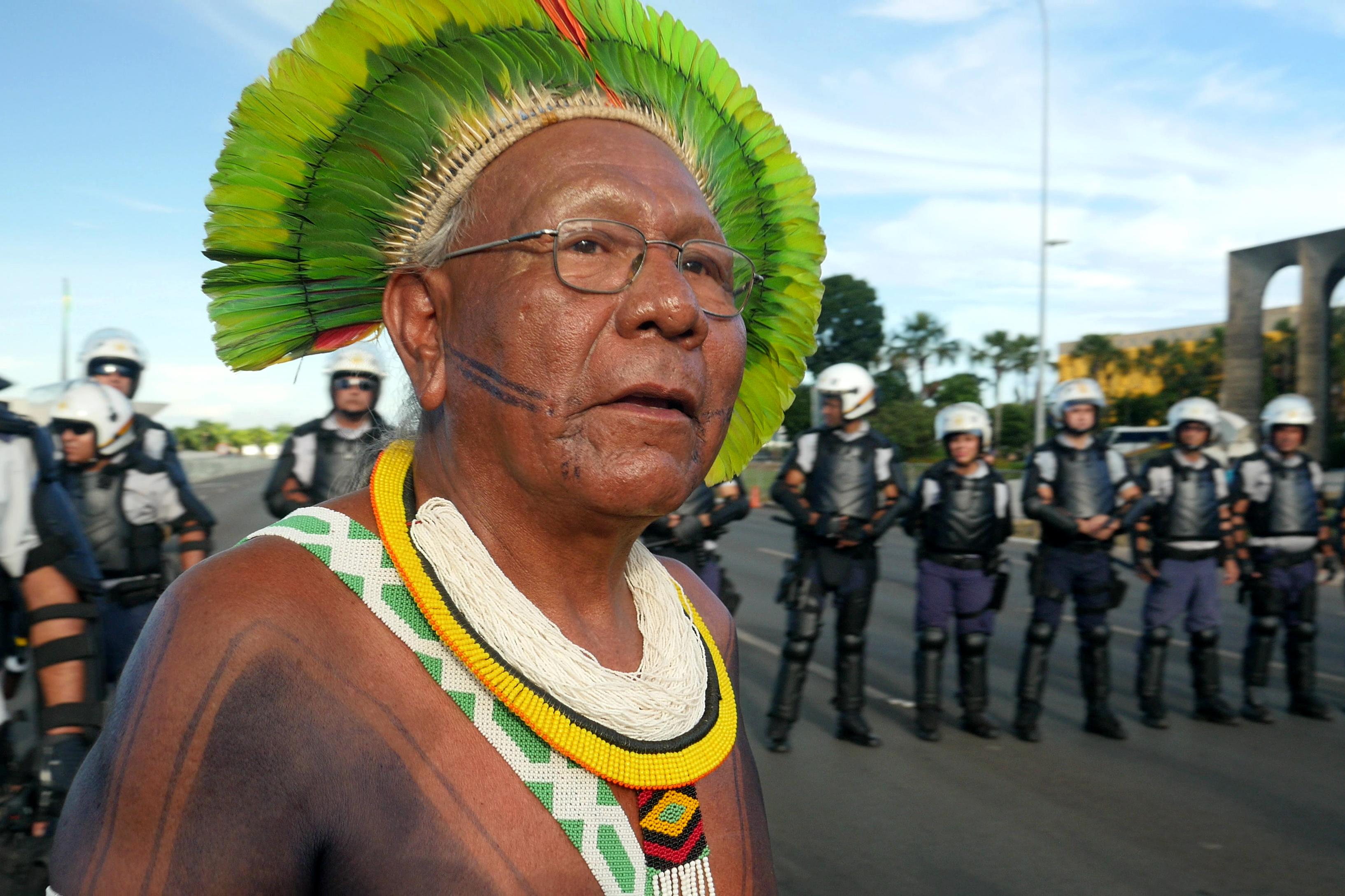 Koronavírus-fertőzésben halt meg az őserdővédő indiántörzsfőnök