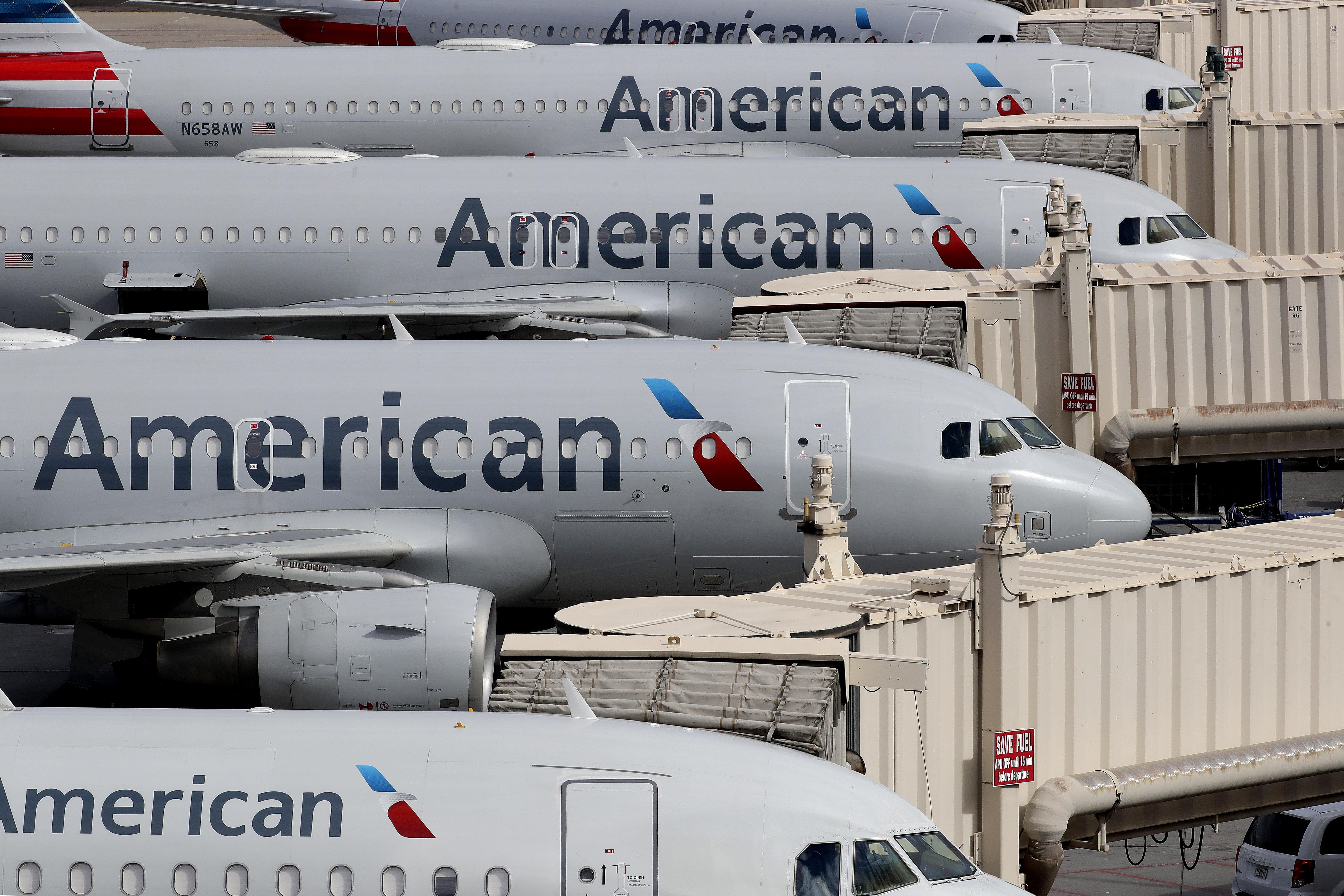 Lezavartak egy utast az American Airlines járatáról, mert nem akart maszkot viselni