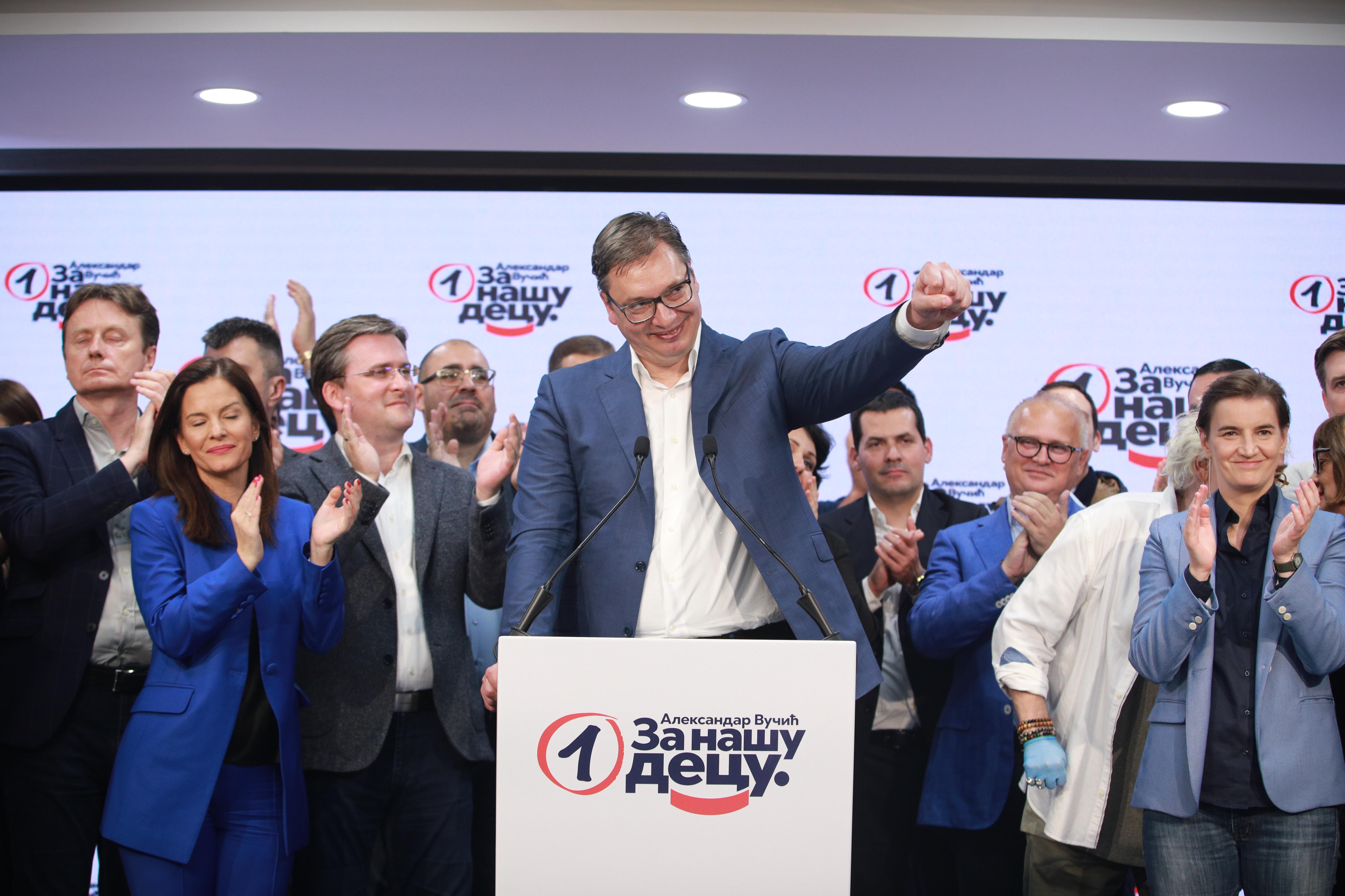 Kétharmaddal nyert Vucic pártja Szerbiában