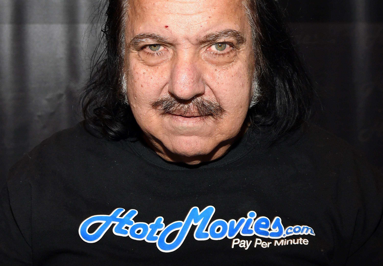 Nemi erőszakkal vádolják Ron Jeremy expornóst
