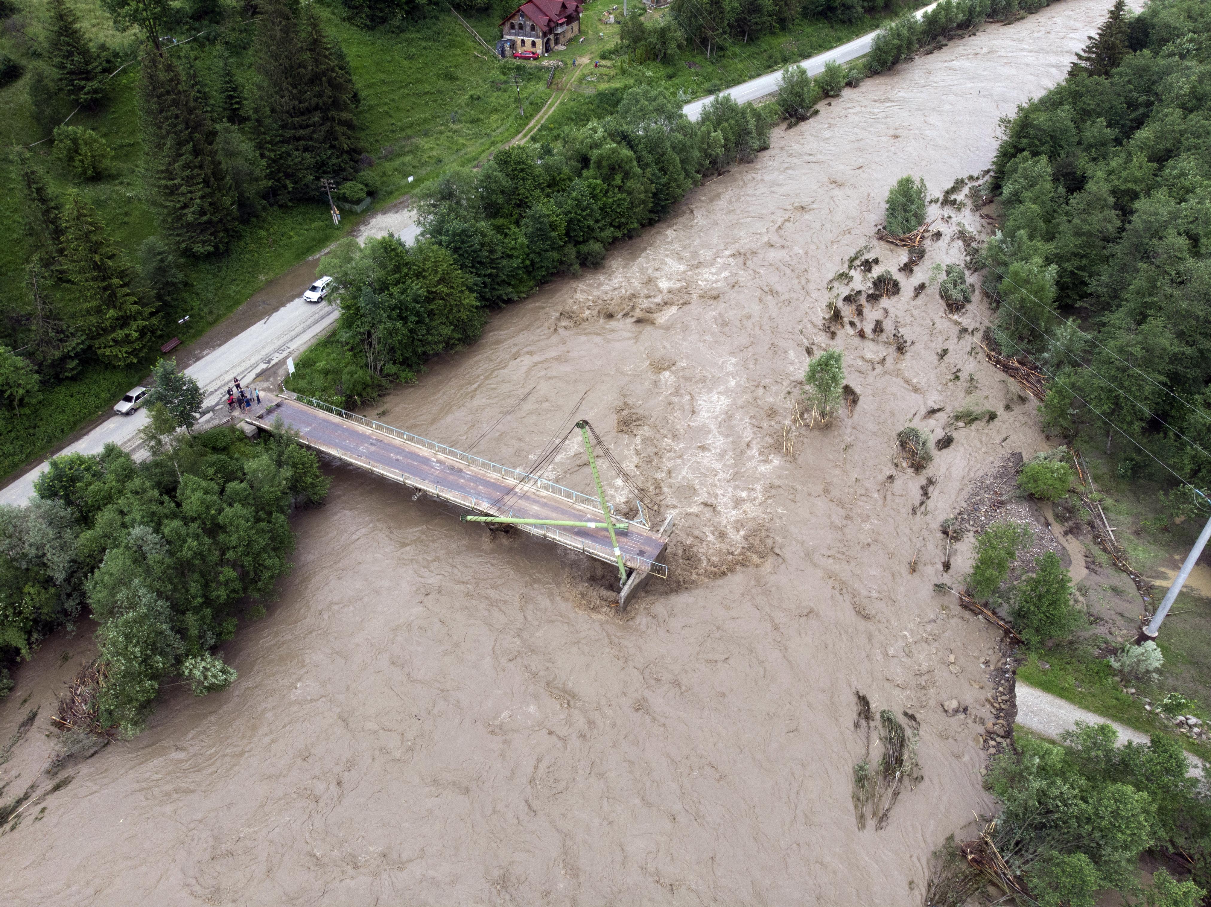 Nagyon súlyos árvíz pusztít Ukrajna nyugati felén
