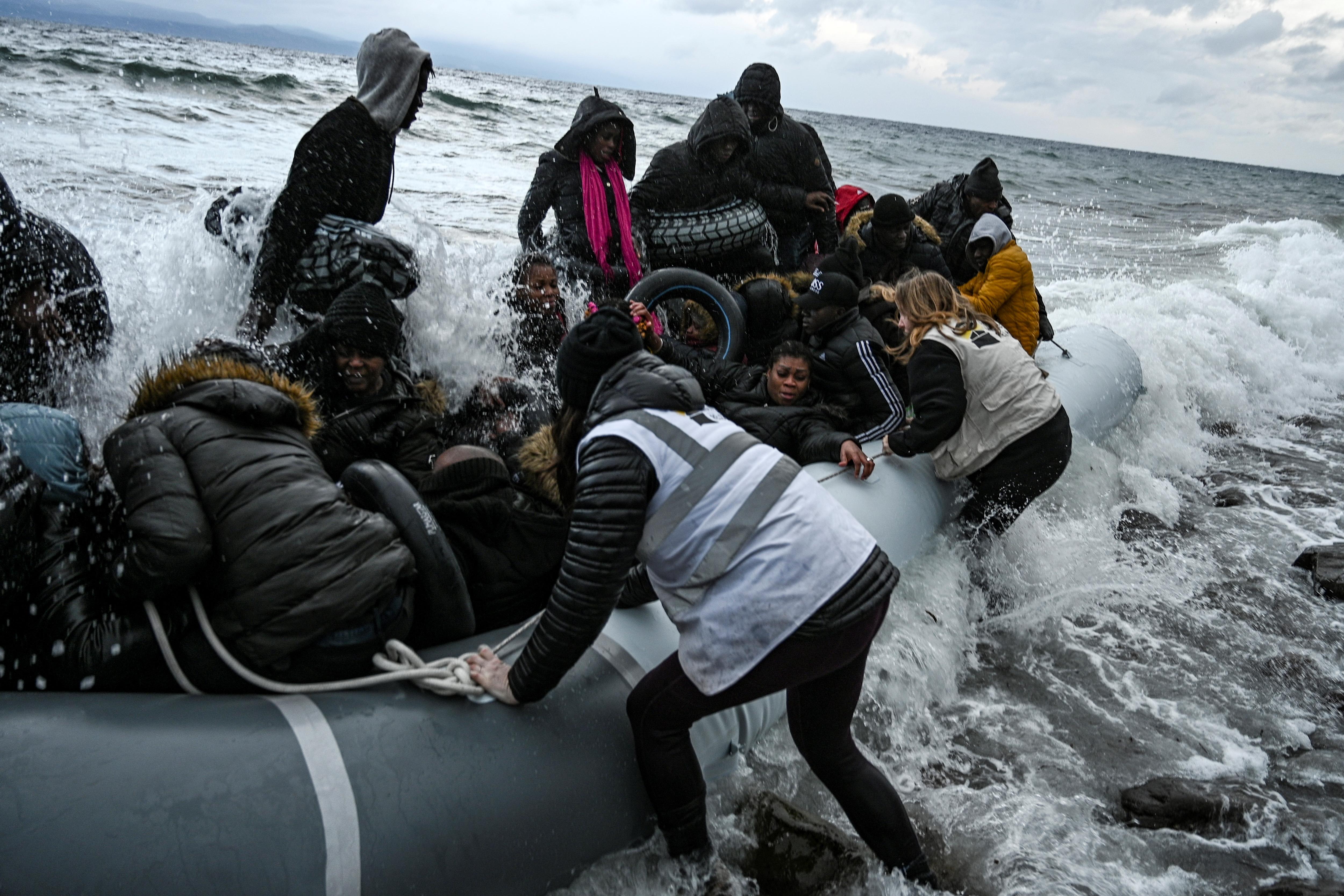 A görög kormány azzal vádolja Törökországot, hogy megint direkt rászabadítja Európára a migránsokat